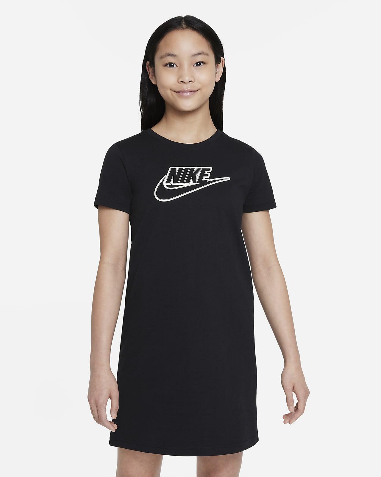 เดรสเสื้อยืดเด็กโต Nike Sportswear (หญิง)