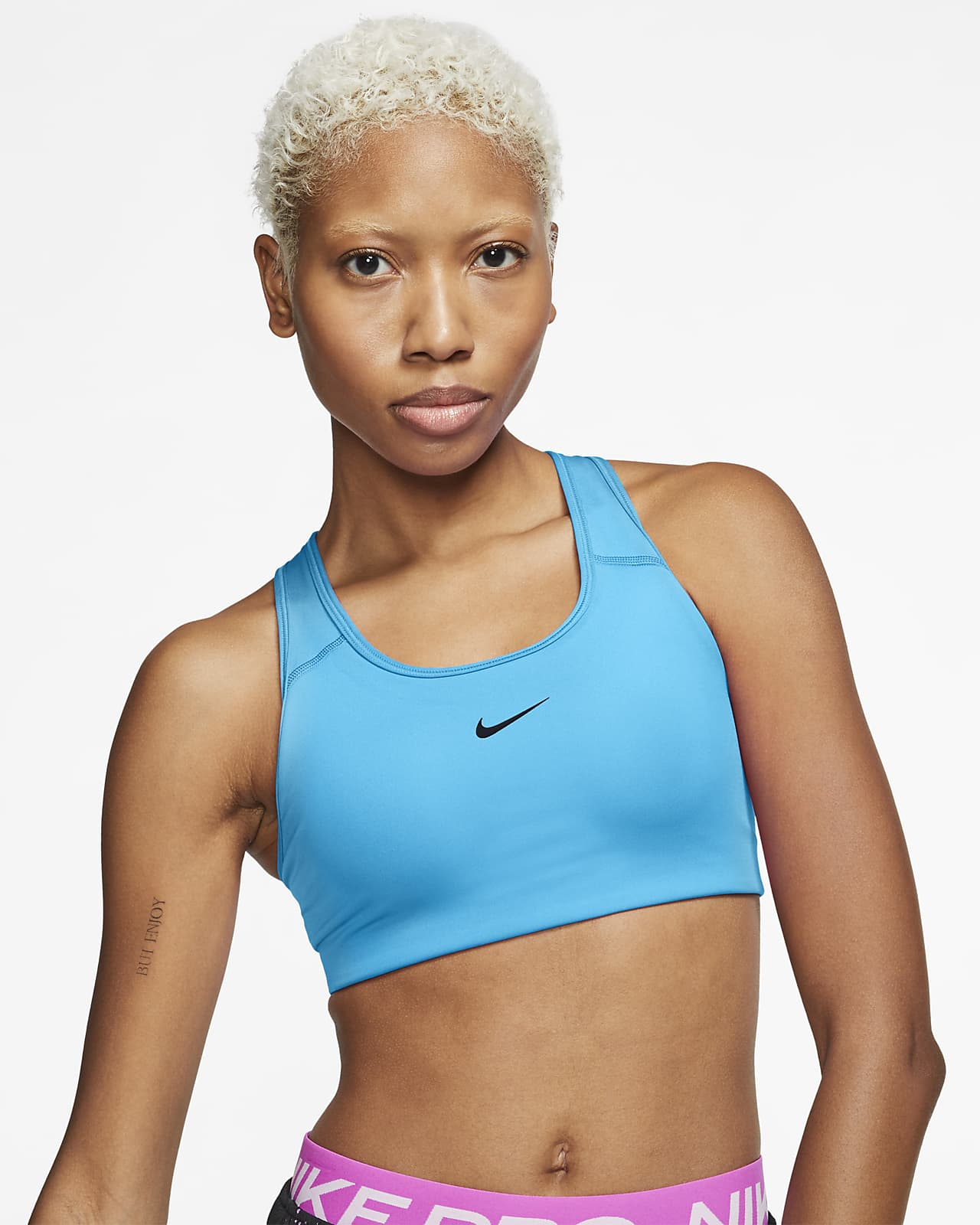 Sujetador deportivo con almohadilla de una sola pieza de sujeción media para mujer Nike Swoosh