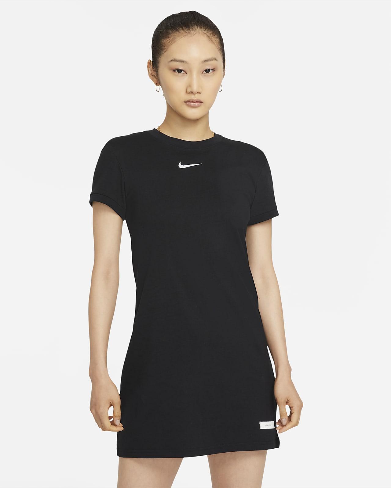 เดรสแขนสั้นผู้หญิง Nike Sportswear Icon Clash