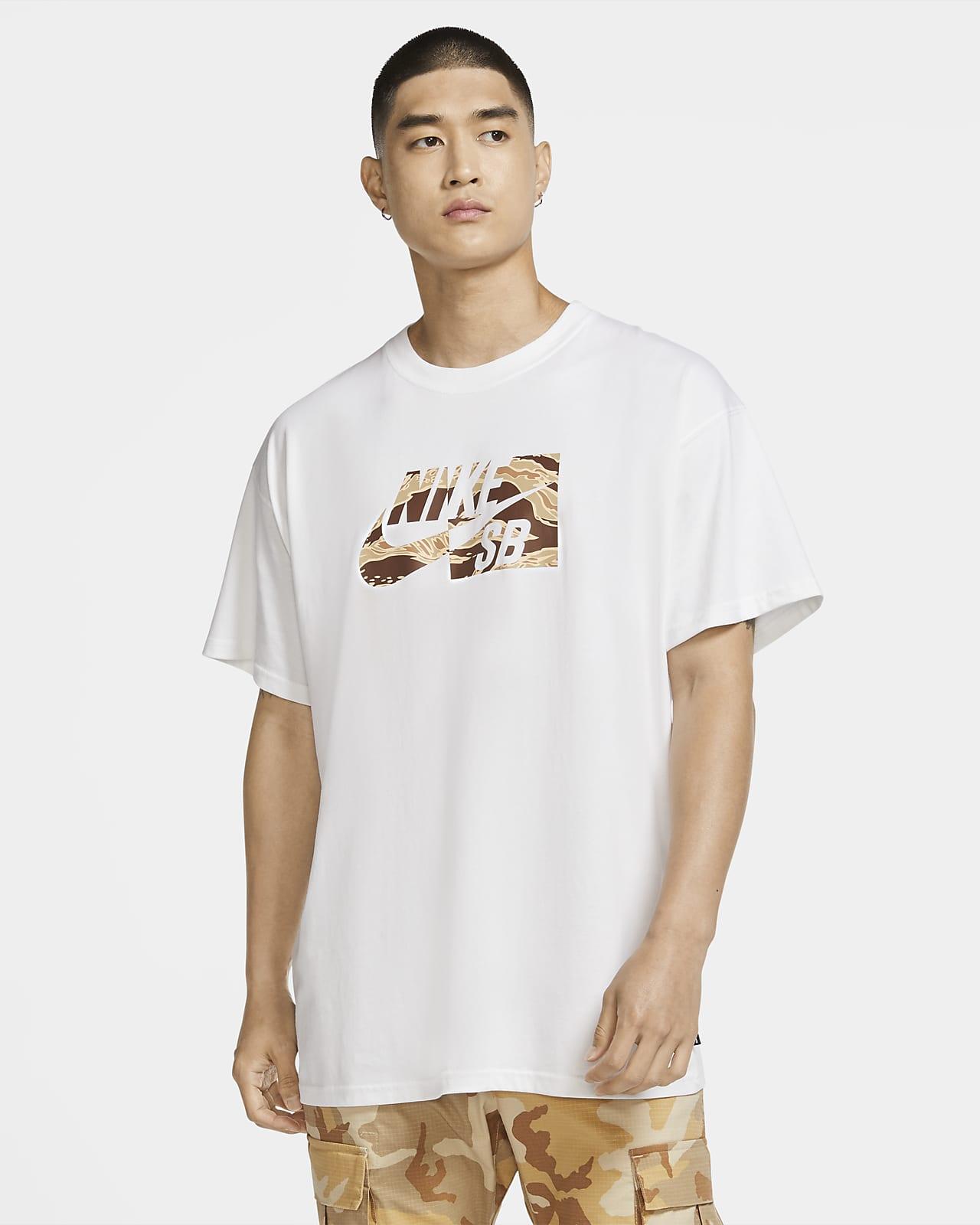Nike SB Kamuflaj Desenli Erkek Kaykay Tişörtü