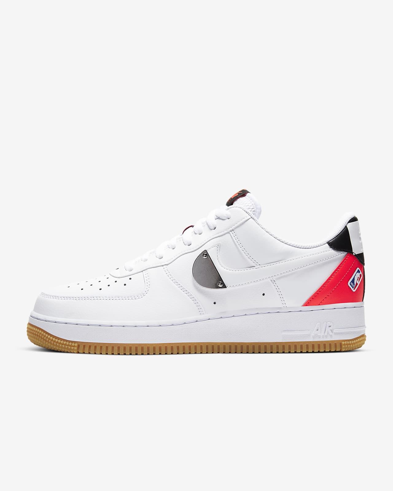 รองเท้าผู้ชาย Nike Air Force 1 '07 LV8