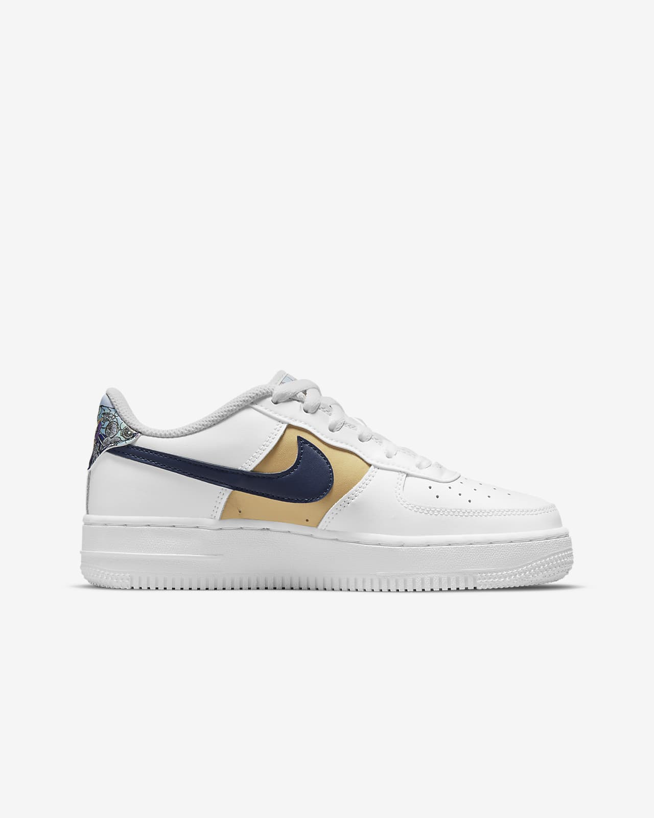 Nike Air Force 1 Low LV8 Older Kids' Shoes. Nike LU