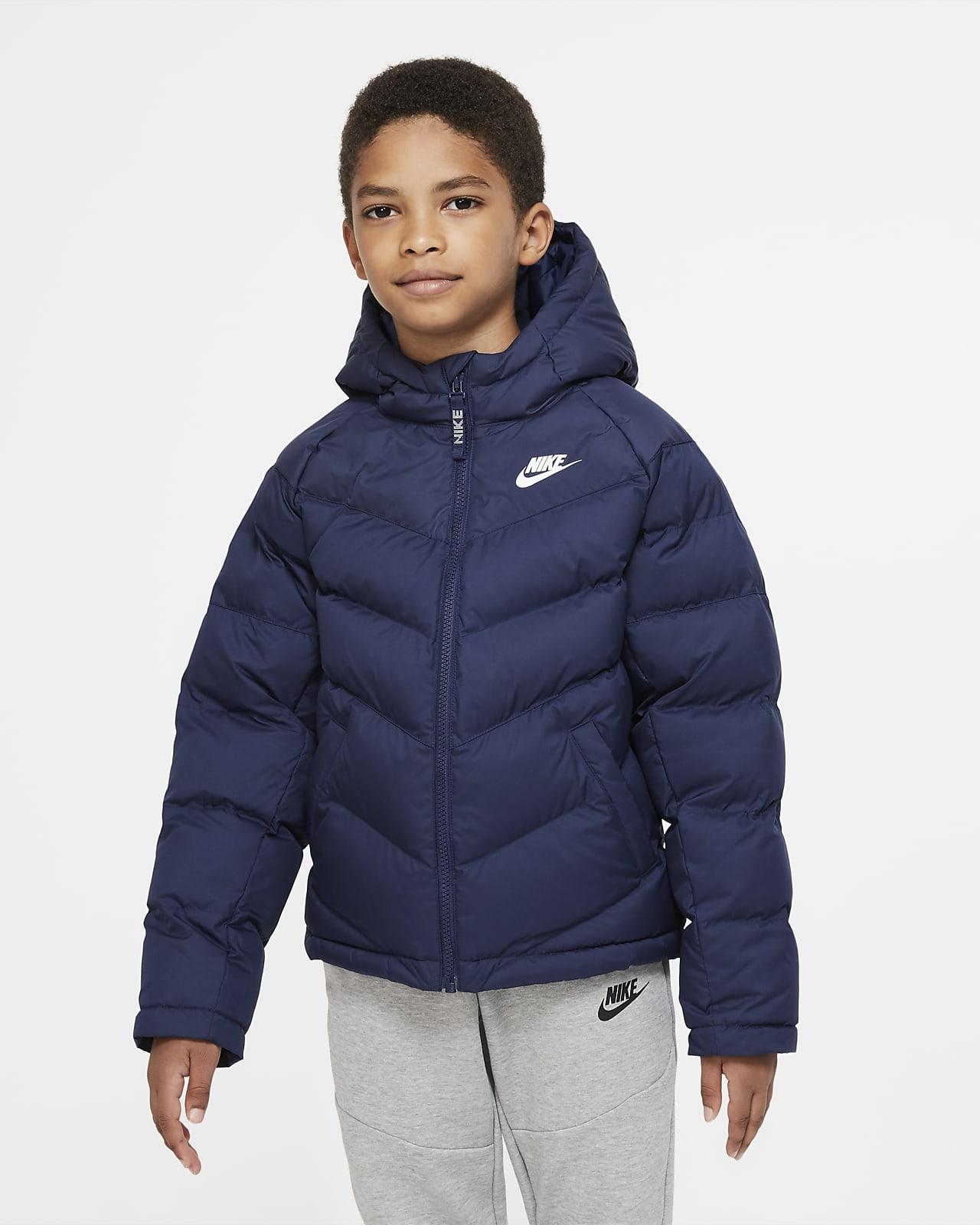 Nike Sportswear jakke med syntetisk fyll til store barn