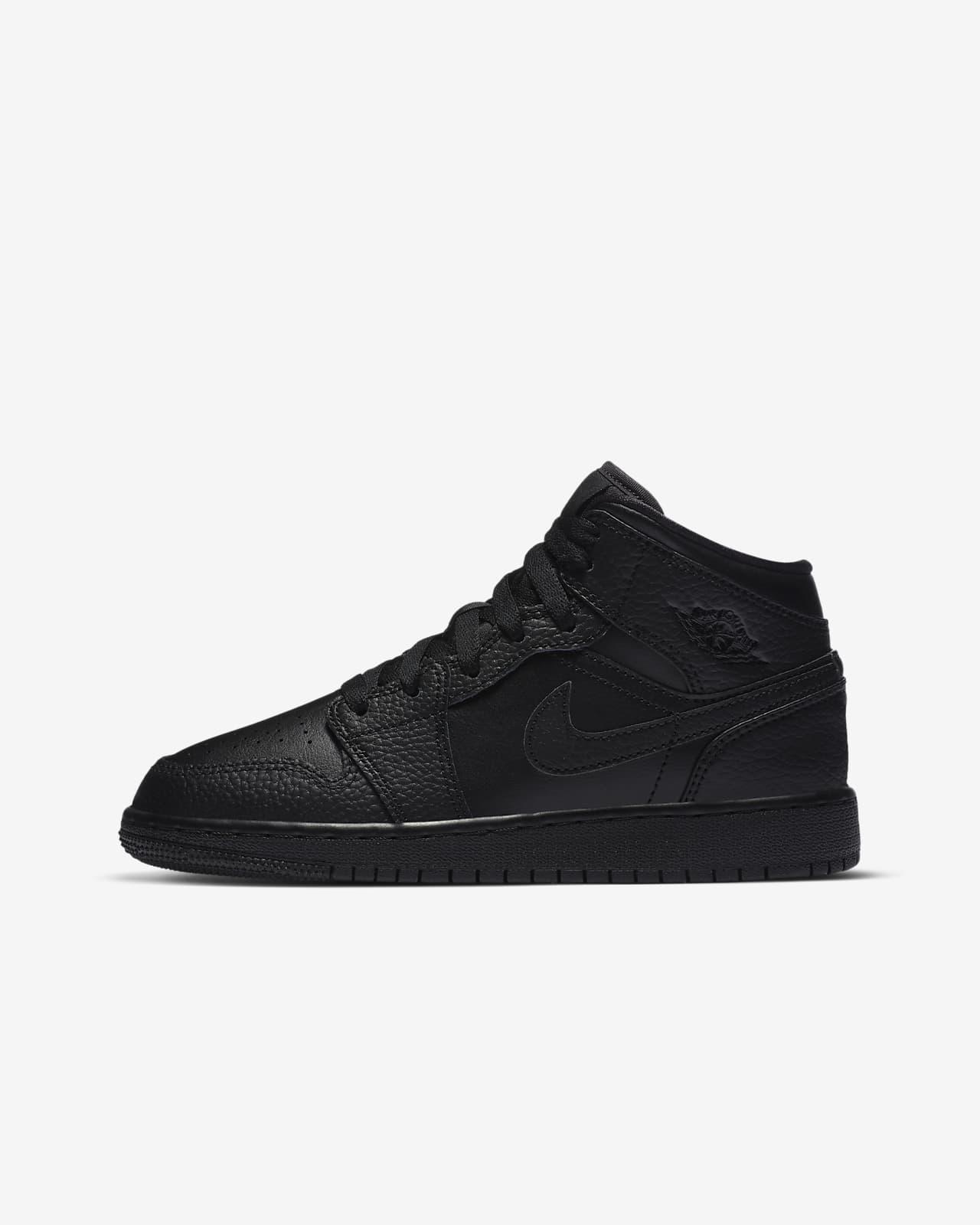 Air Jordan 1 Mid Older Kids' Shoes. Nike LU