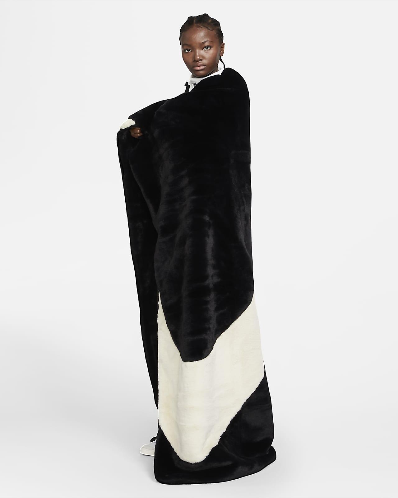 Nike Sportswear Plush 女子毛毯