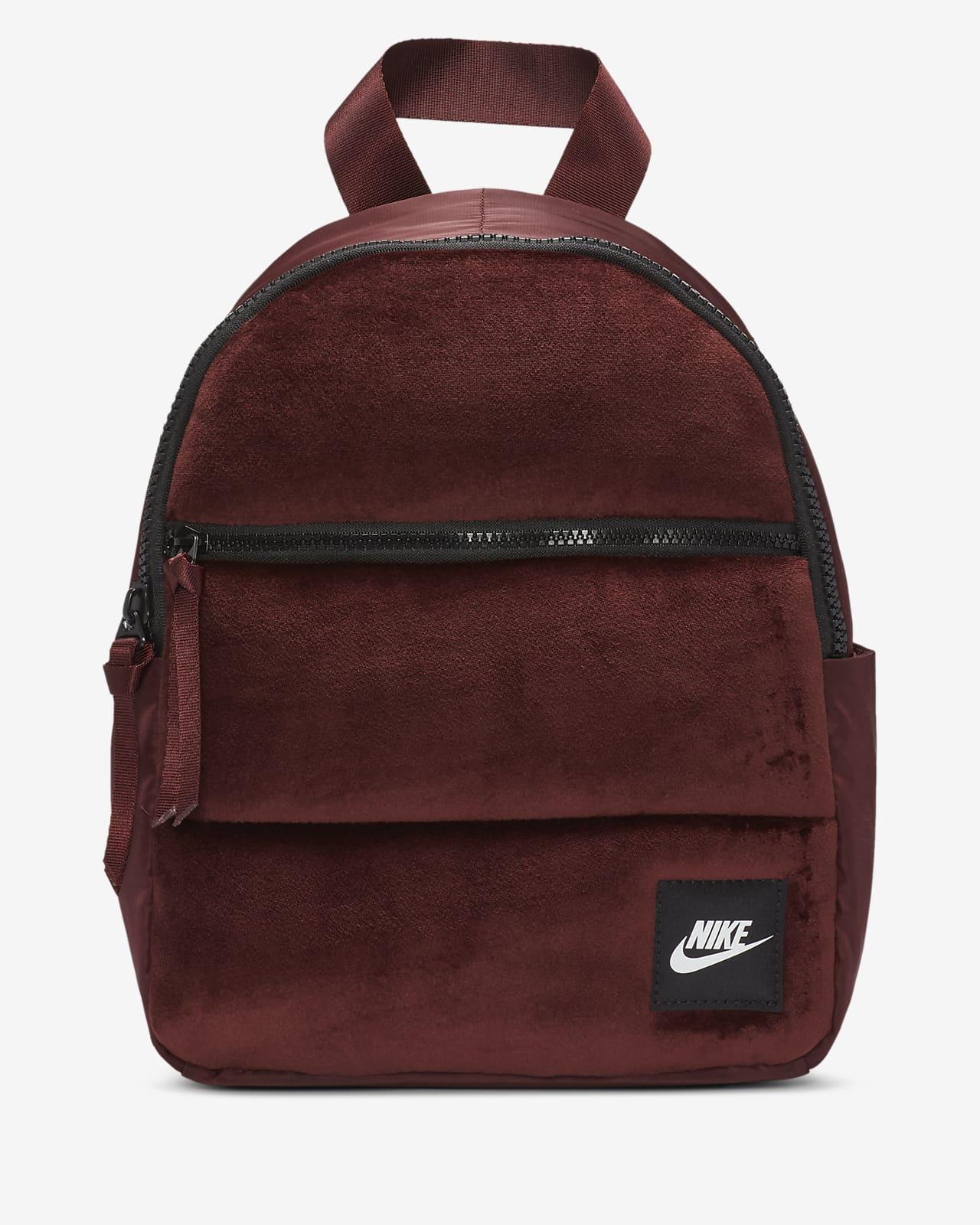 Nike Sportswear Essentials téliesített mini hátizsák