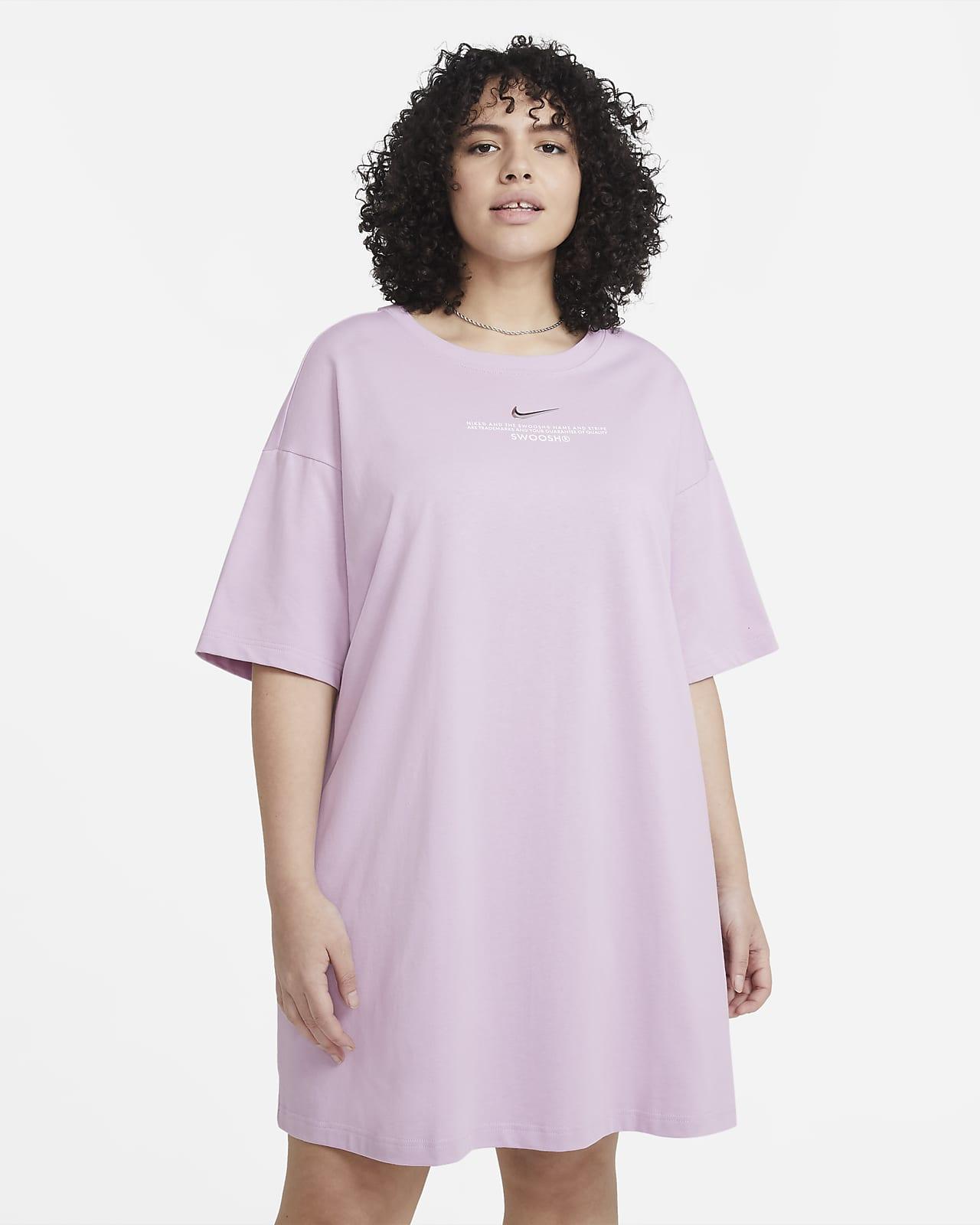 Damska sukienka Nike Sportswear Swoosh (duże rozmiary)