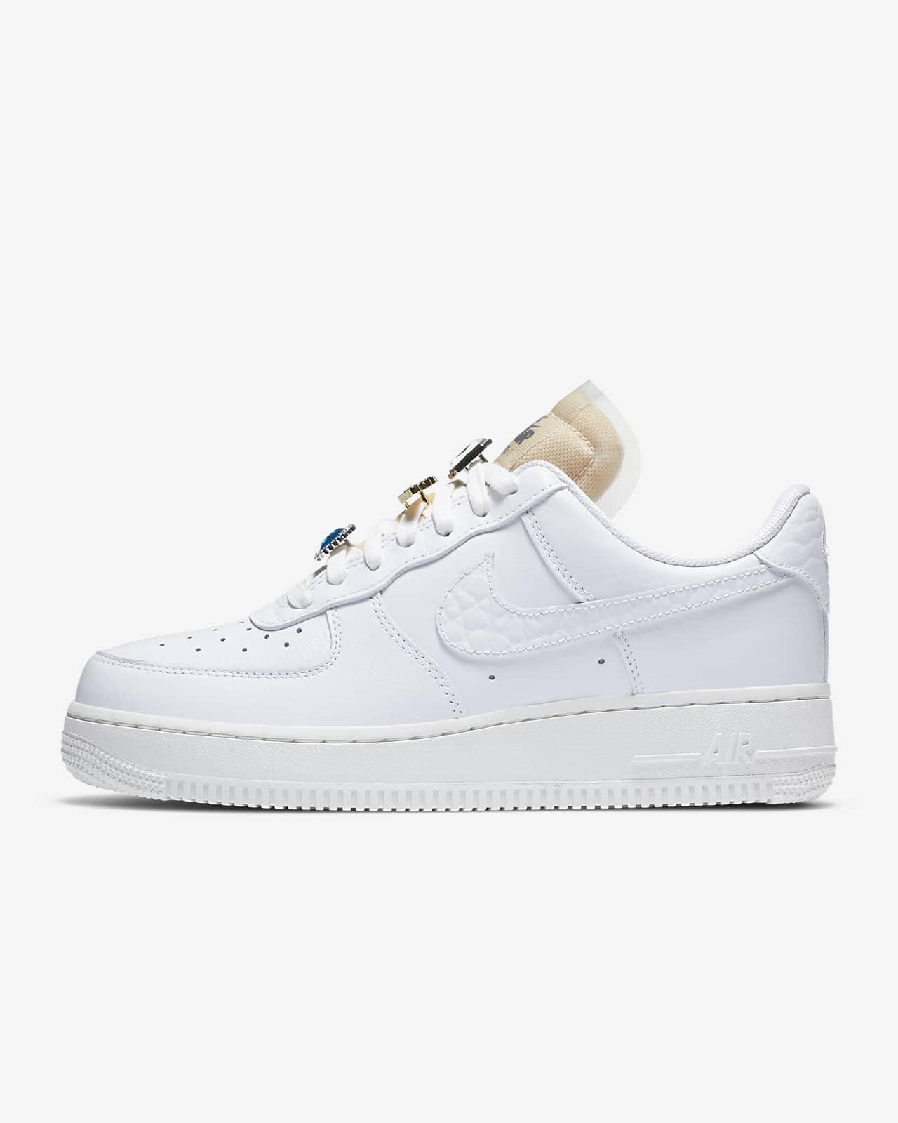 รองเท้าผู้หญิง Nike Air Force 1 '07 LX