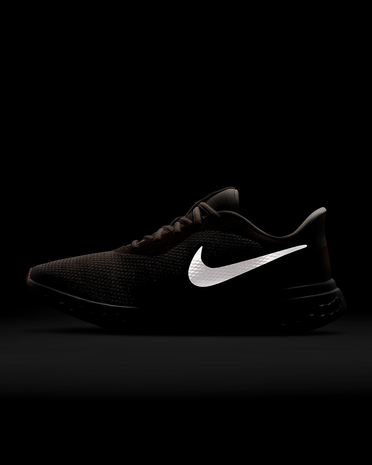 nike running shoes for women black and white