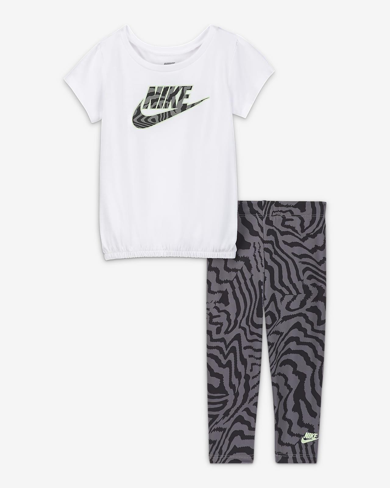 Nike-sæt med overdel og leggings med print til babyer (12-24 M)
