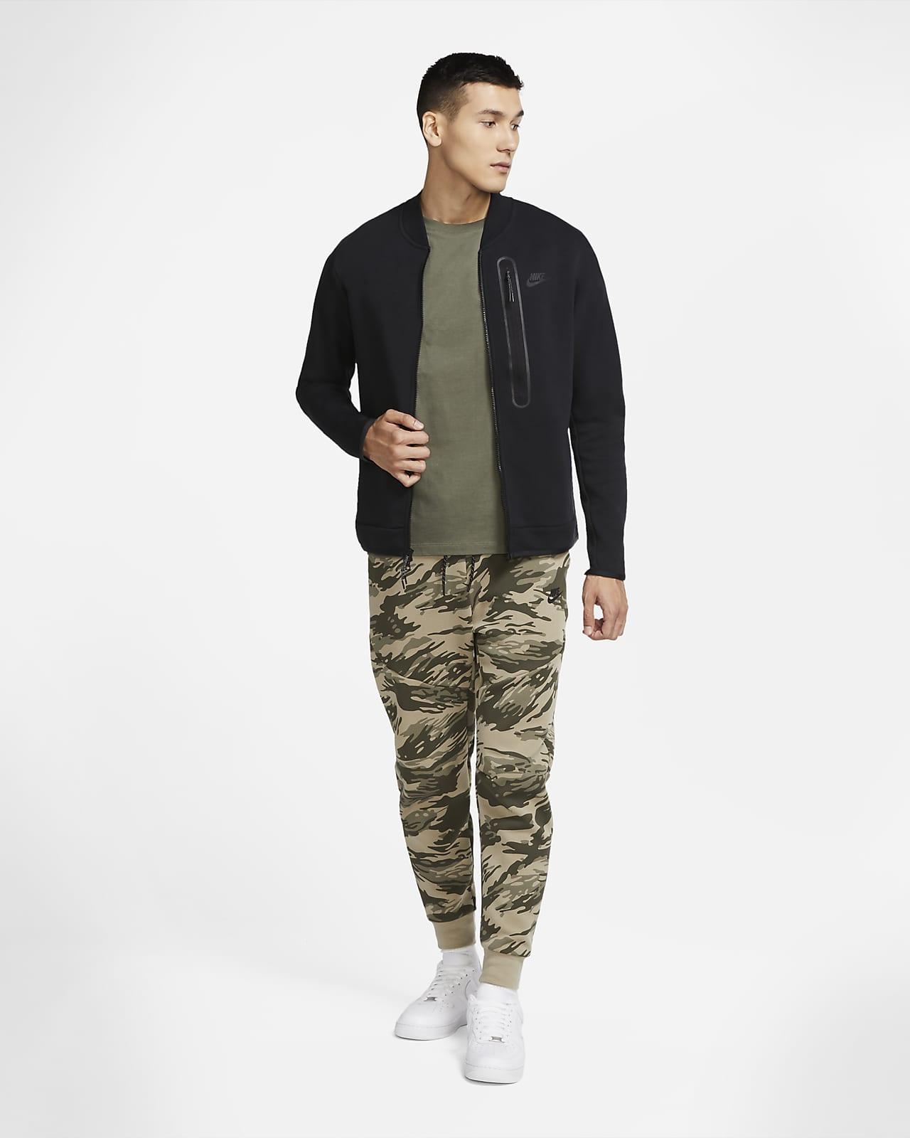 Nike Sportswear Tech Fleece bomberjakke til herre. Nike NO