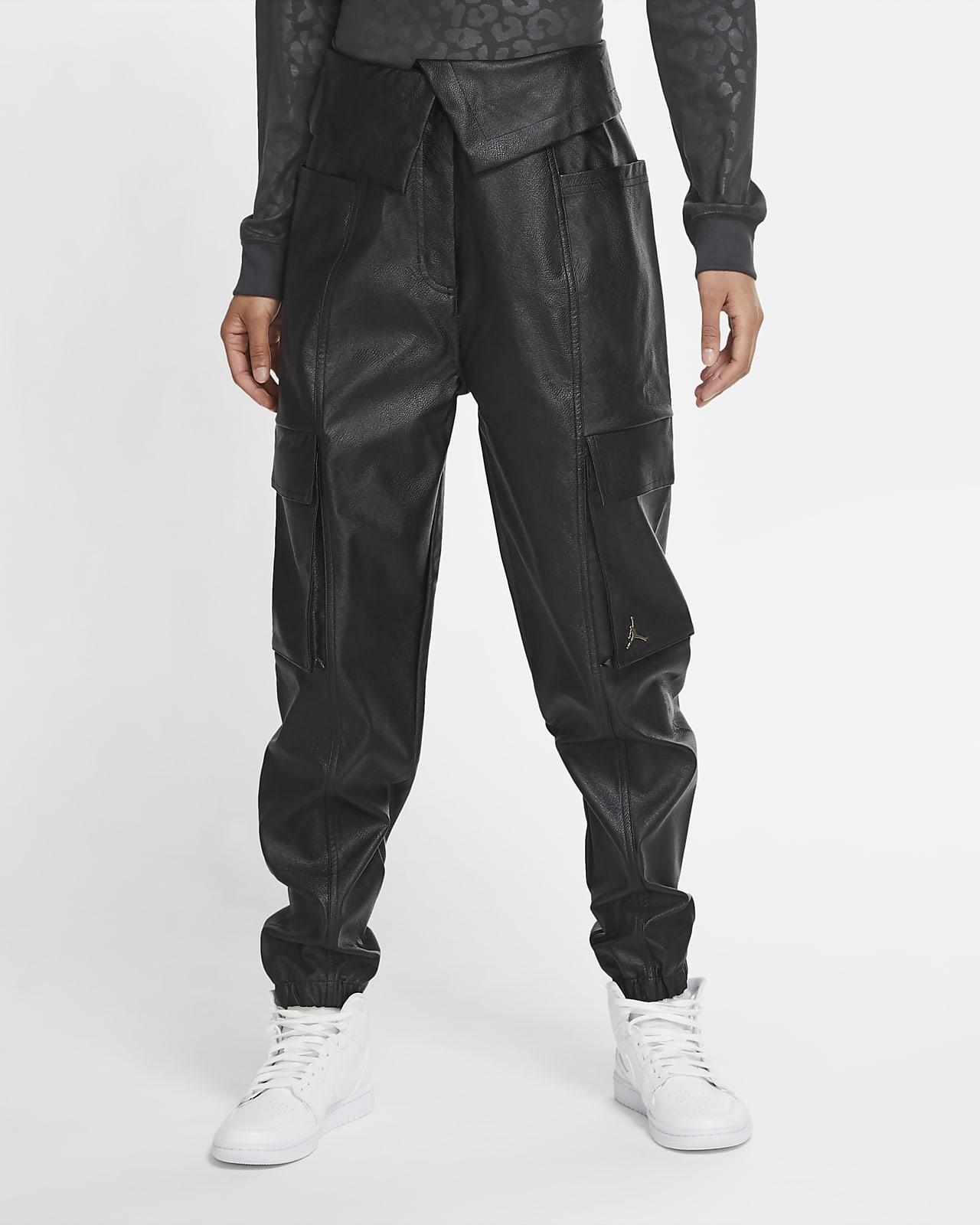 Jordan Court-To-Runway Utility-Hose aus Kunstleder für Damen