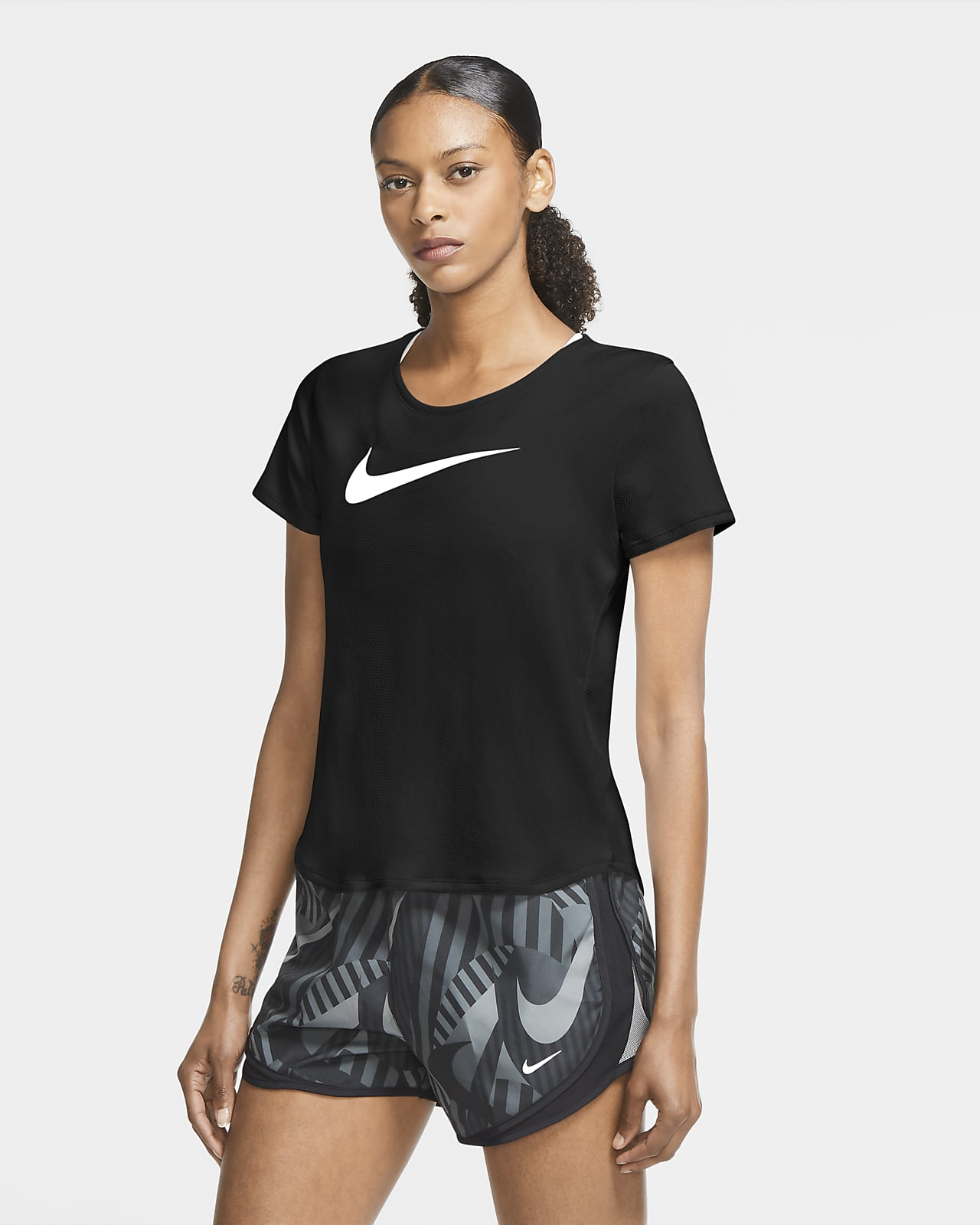 Nike Swoosh Run Part superior de màniga curta de running - Dona