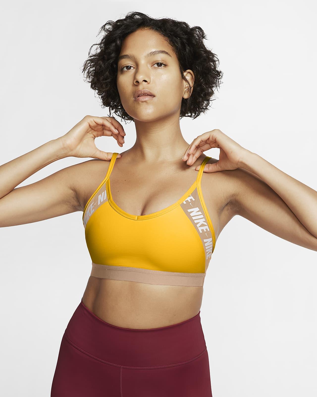 Sportovní podprsenka Nike Dri-FIT Indy slehkou oporou, vycpávkami alogem
