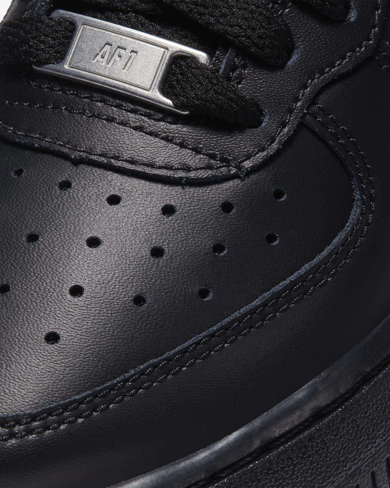 Chaussure Nike Air Force 1 06 mi-montante pour Garçon. Nike LU