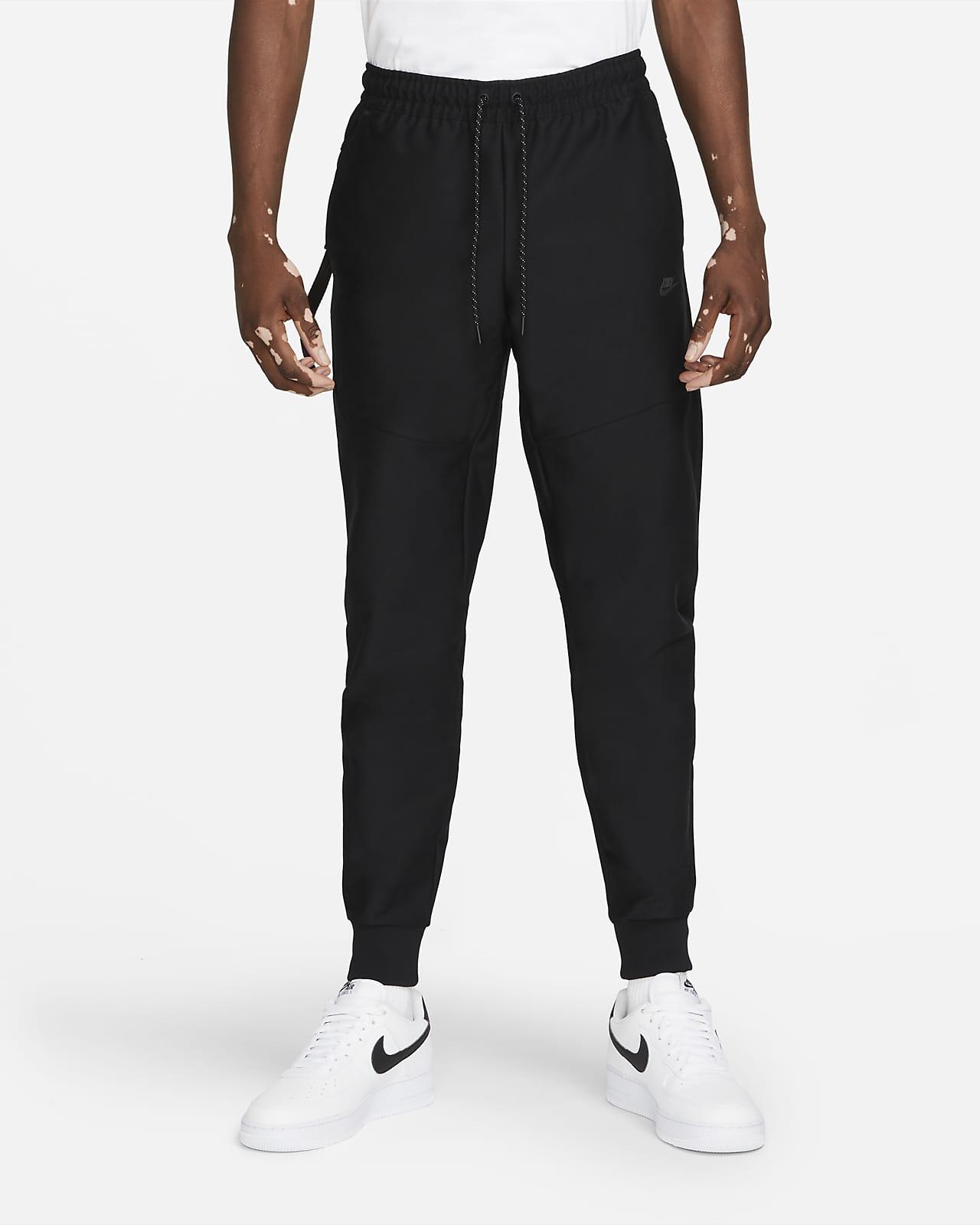 Calças de treino sem forro Nike Sportswear Dri-FIT Tech Pack para homem