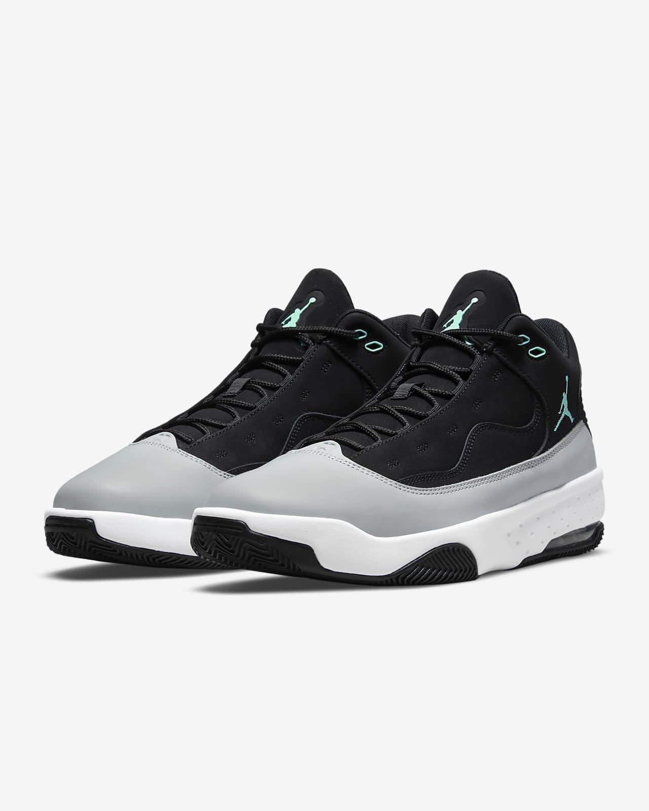 Jordan Max Aura 2 Men's Shoe. Nike AT