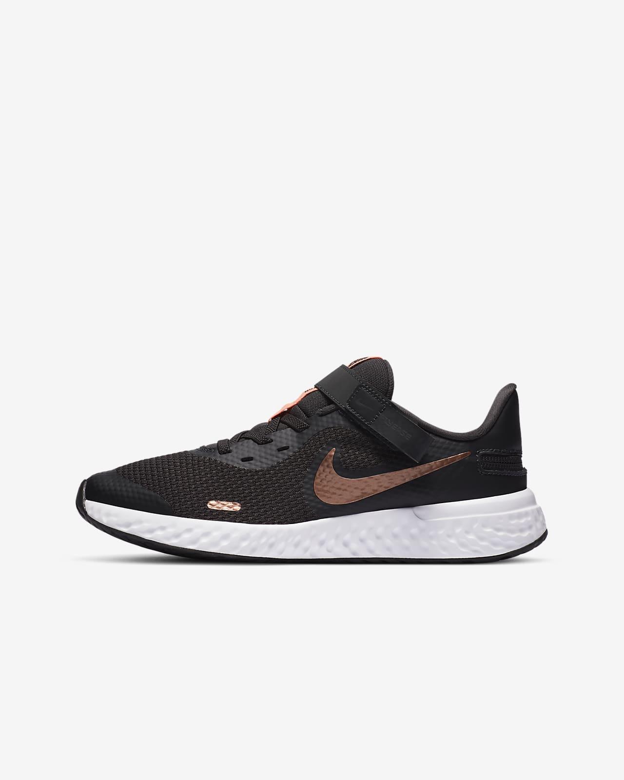 Nike Revolution 5 FlyEase futócipő nagyobb gyerekeknek