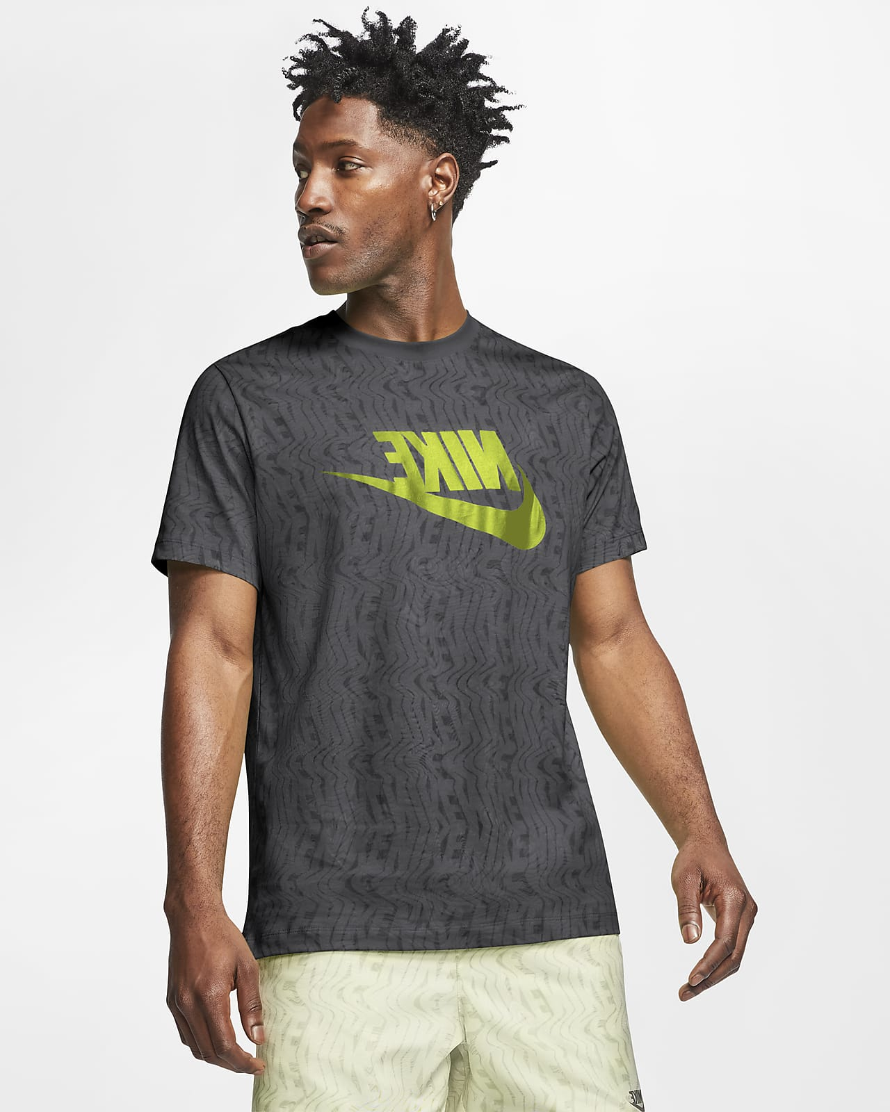tracciare operazione senso  Nike Sportswear Men's T-Shirt. Nike GB