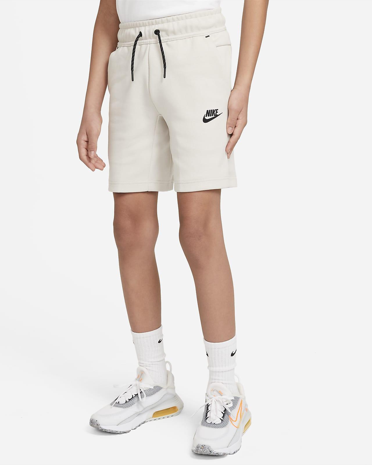 Nike Sportswear Tech Fleece Genç Çocuk (Erkek) Şortu