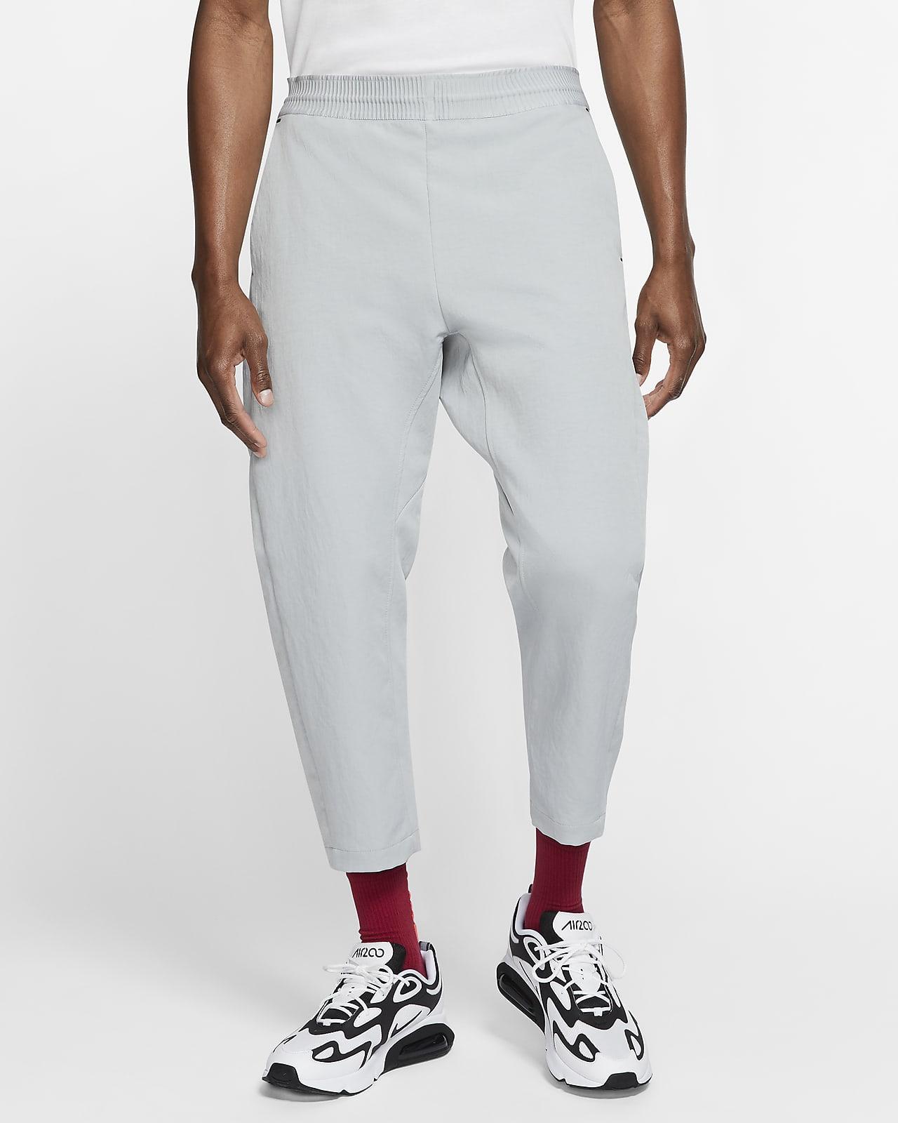 Kortare byxor i vävt material Nike Sportswear Tech Pack