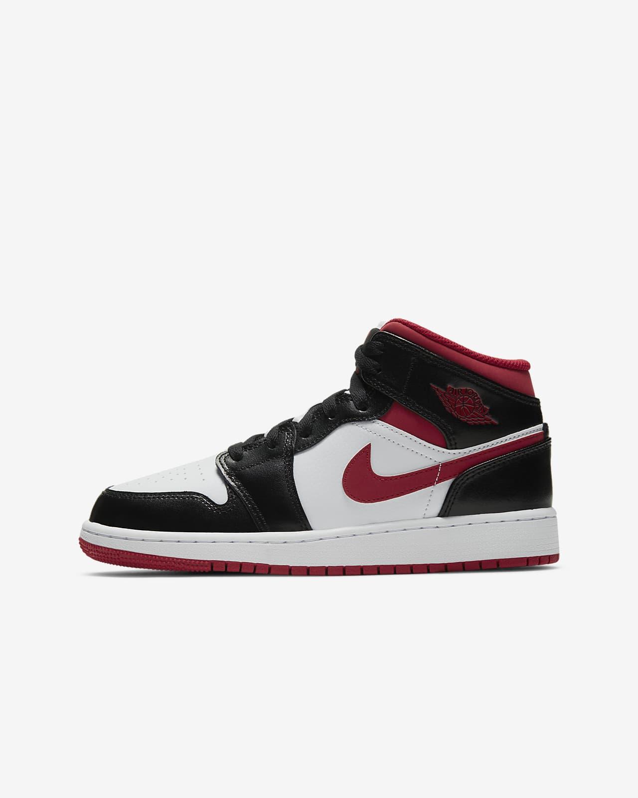 Air Jordan 1 Mid Older Kids' Shoe. Nike LU