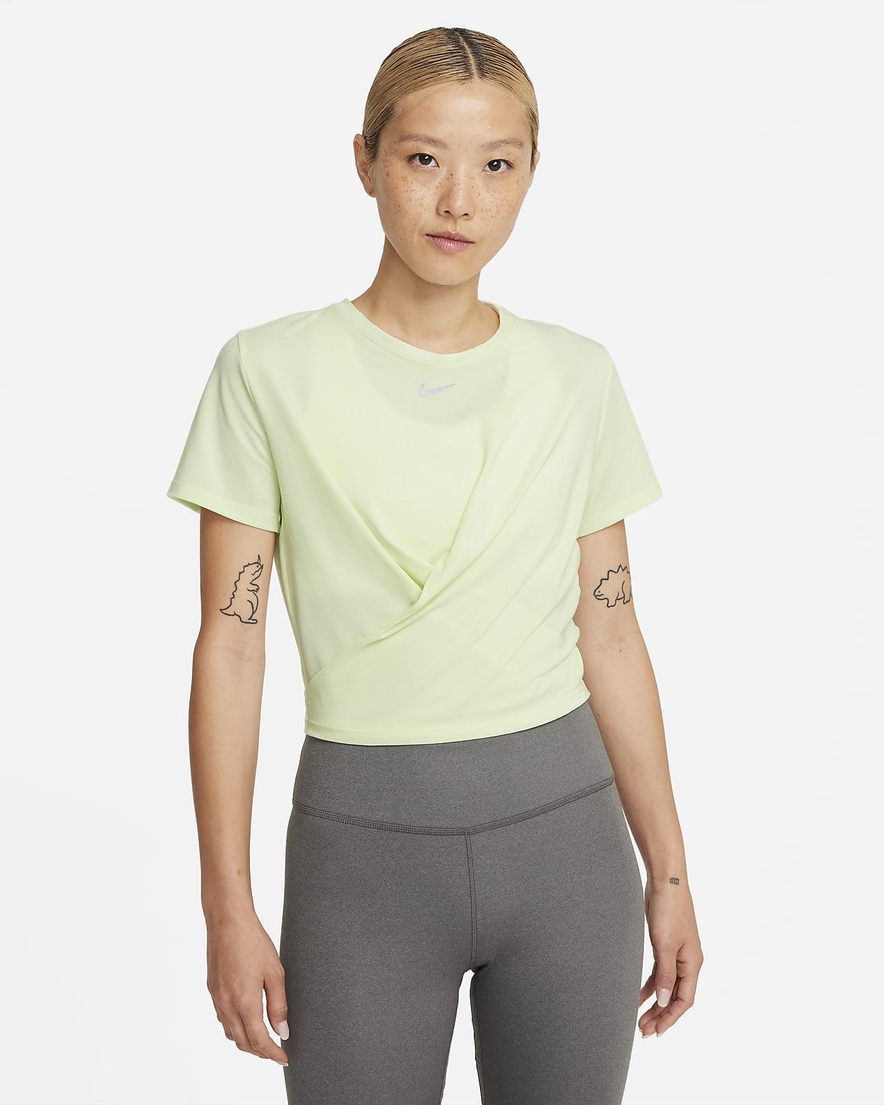 เสื้อแขนสั้นผู้หญิงทรงมาตรฐานแบบมีลูกเล่น Nike Dri-FIT One Luxe