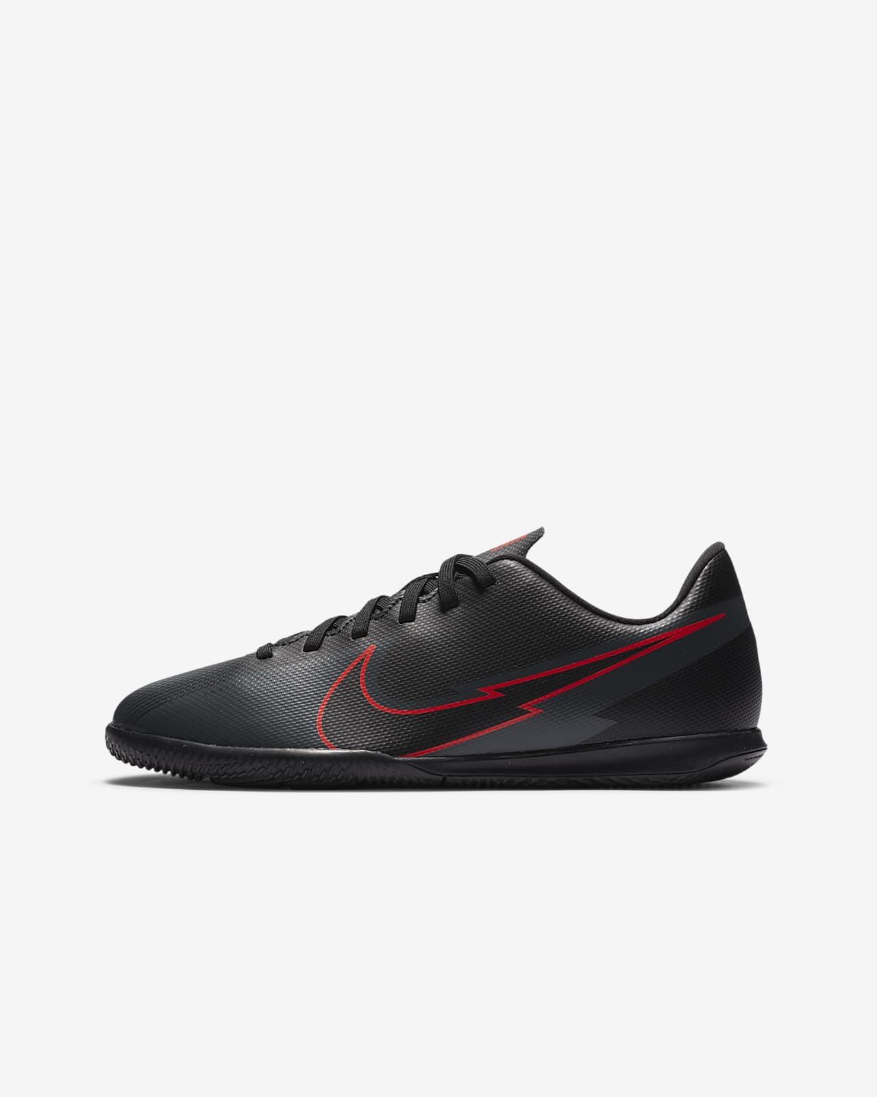 Nike Jr. Mercurial Vapor 13 Club IC Fußballschuh für Hallen- und Hartplätze für jüngere/ältere Kinder