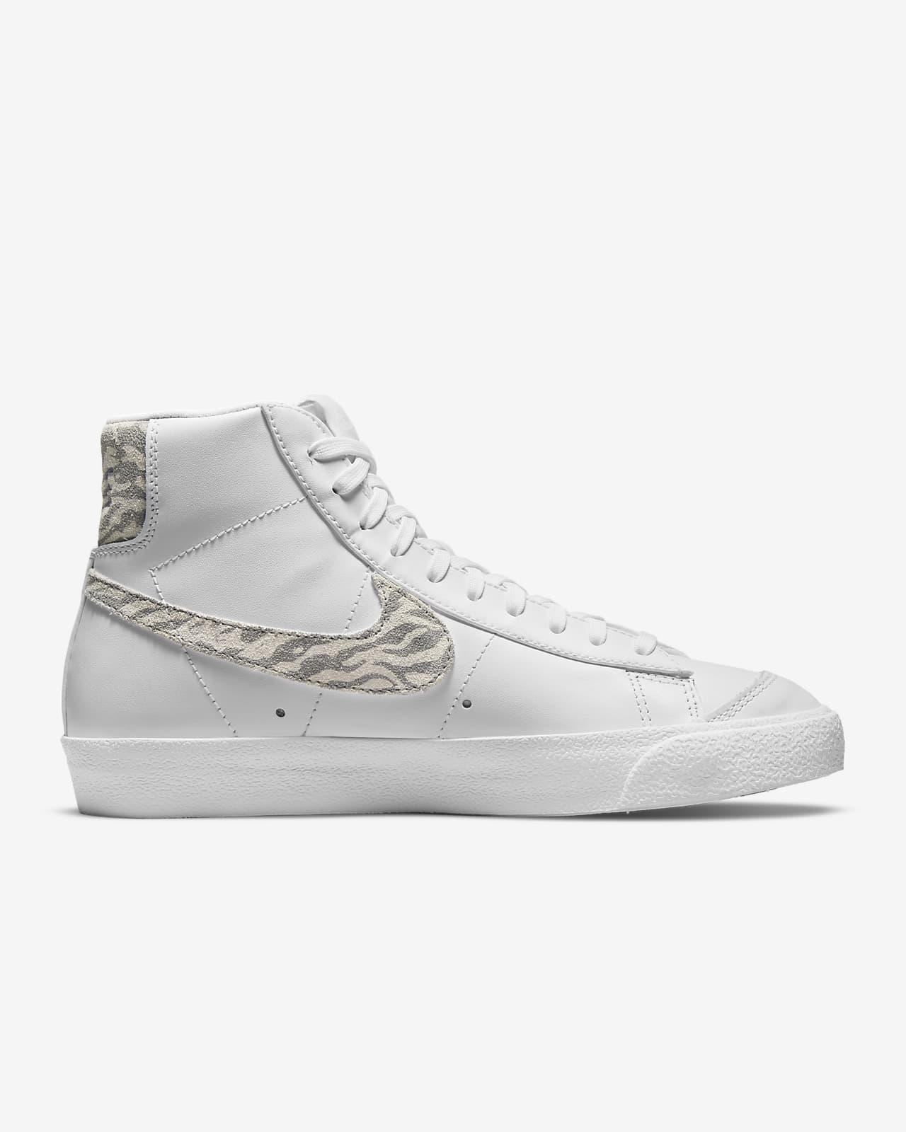 Nike Blazer Mid '77 SE Women's Shoe. Nike LU