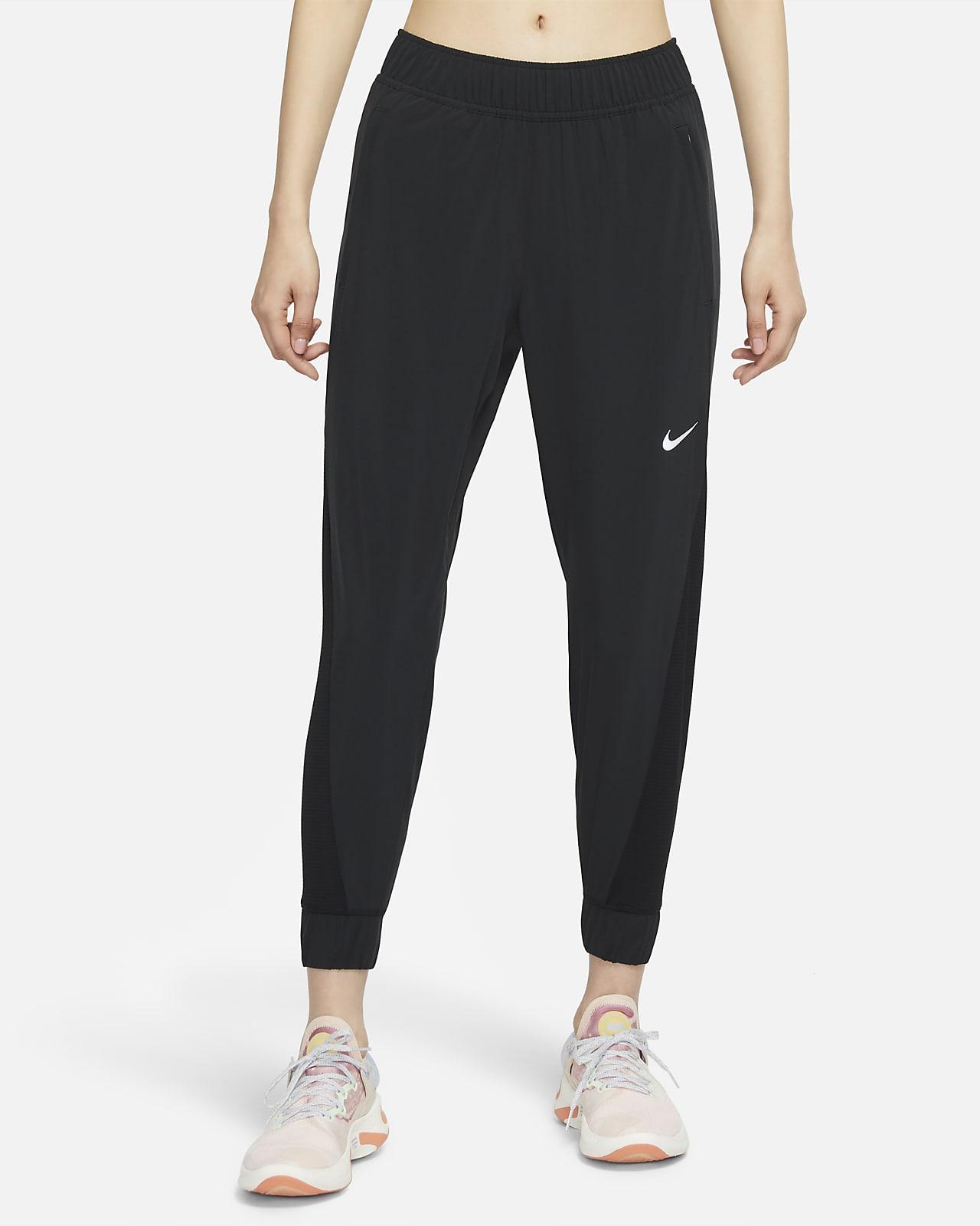 กางเกงวิ่งขายาวผู้หญิง Nike Essential