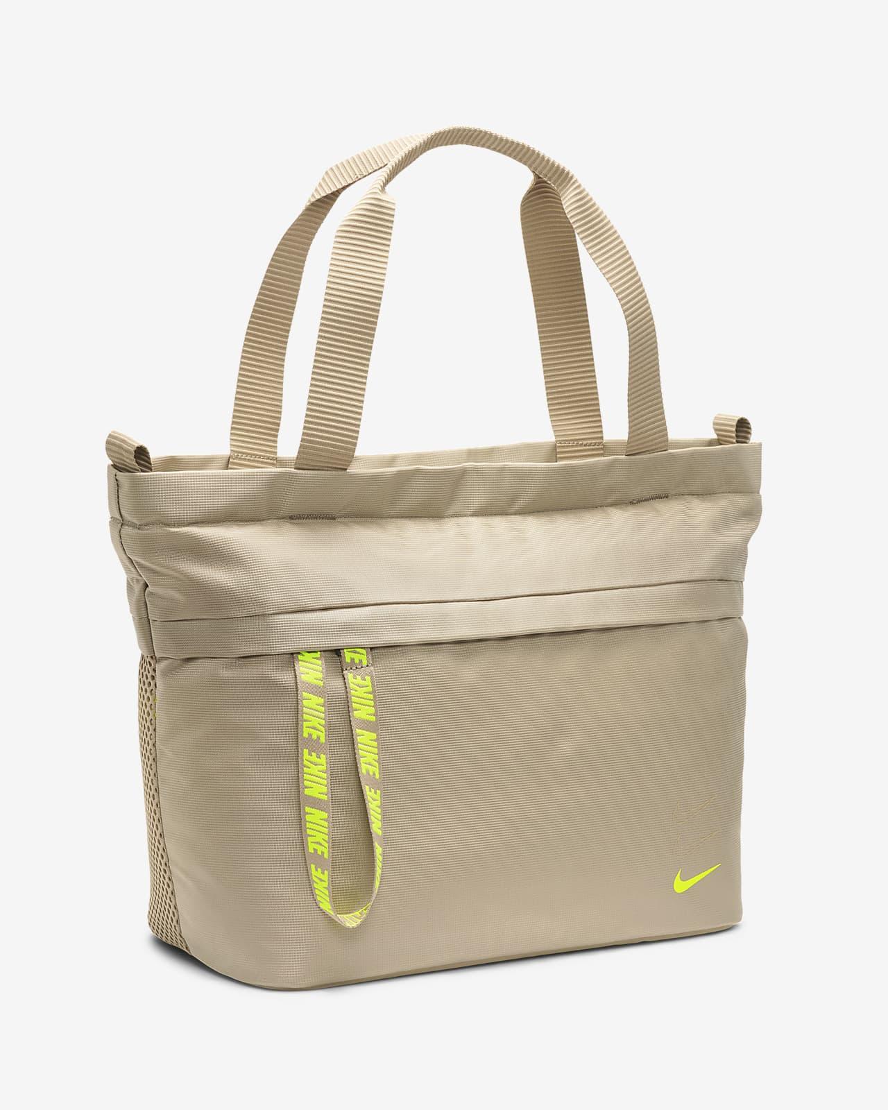 Nike Sportswear Essentials Tote. Nike NO