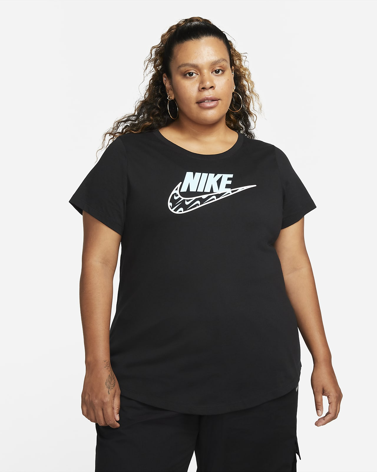 เสื้อยืดผู้หญิง Nike Sportswear Icon Clash (พลัสไซส์)