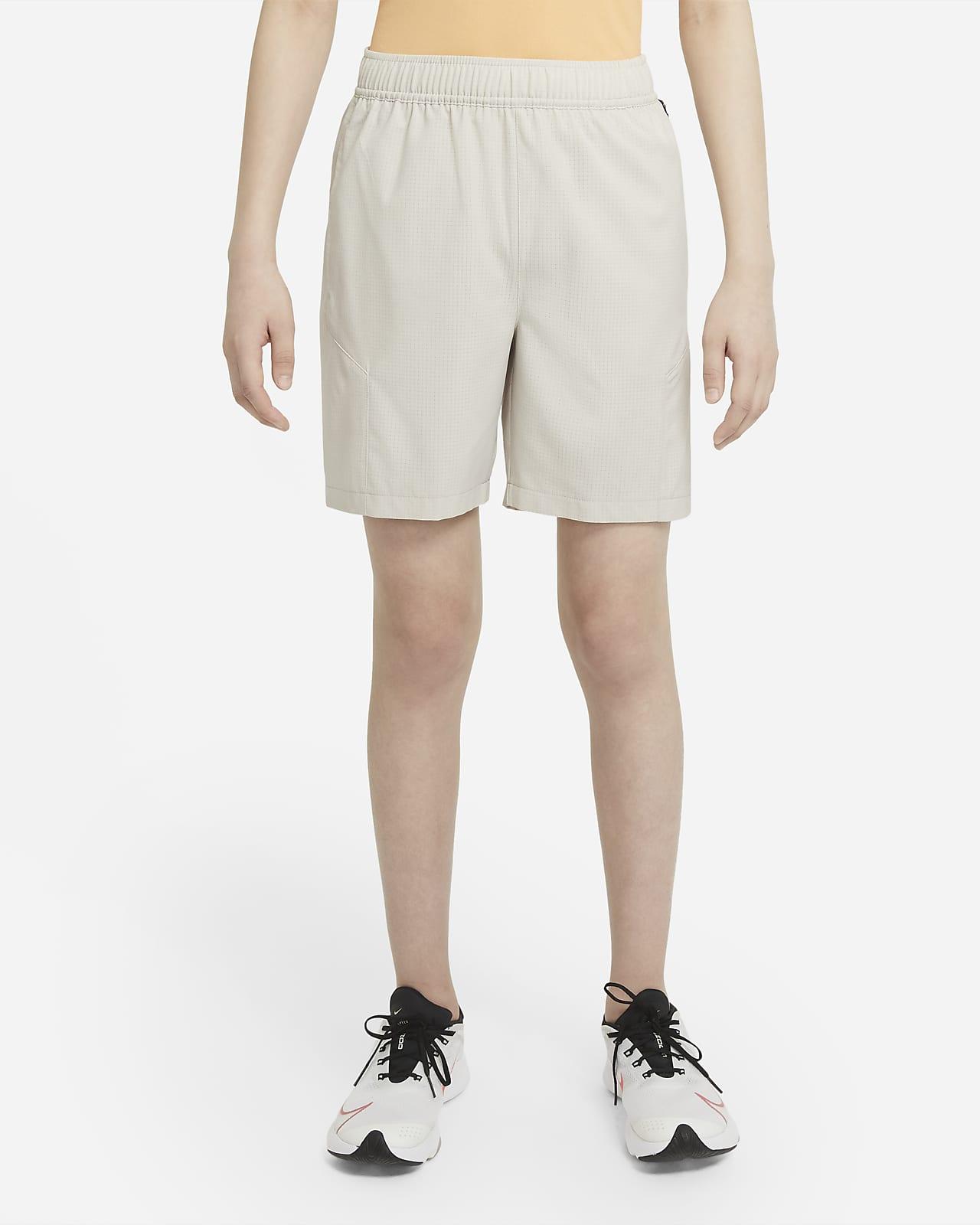 Shorts da training in tessuto Nike Get Outside - Ragazzo