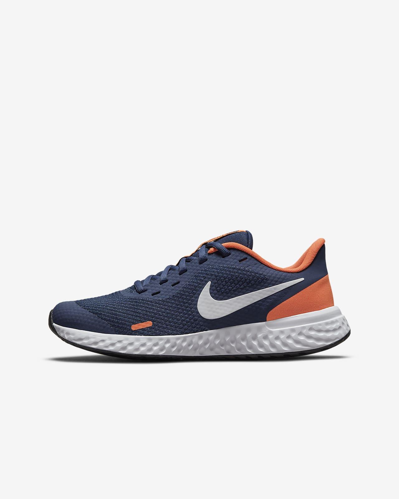 Nike Revolution 5-løbesko til vej til større børn
