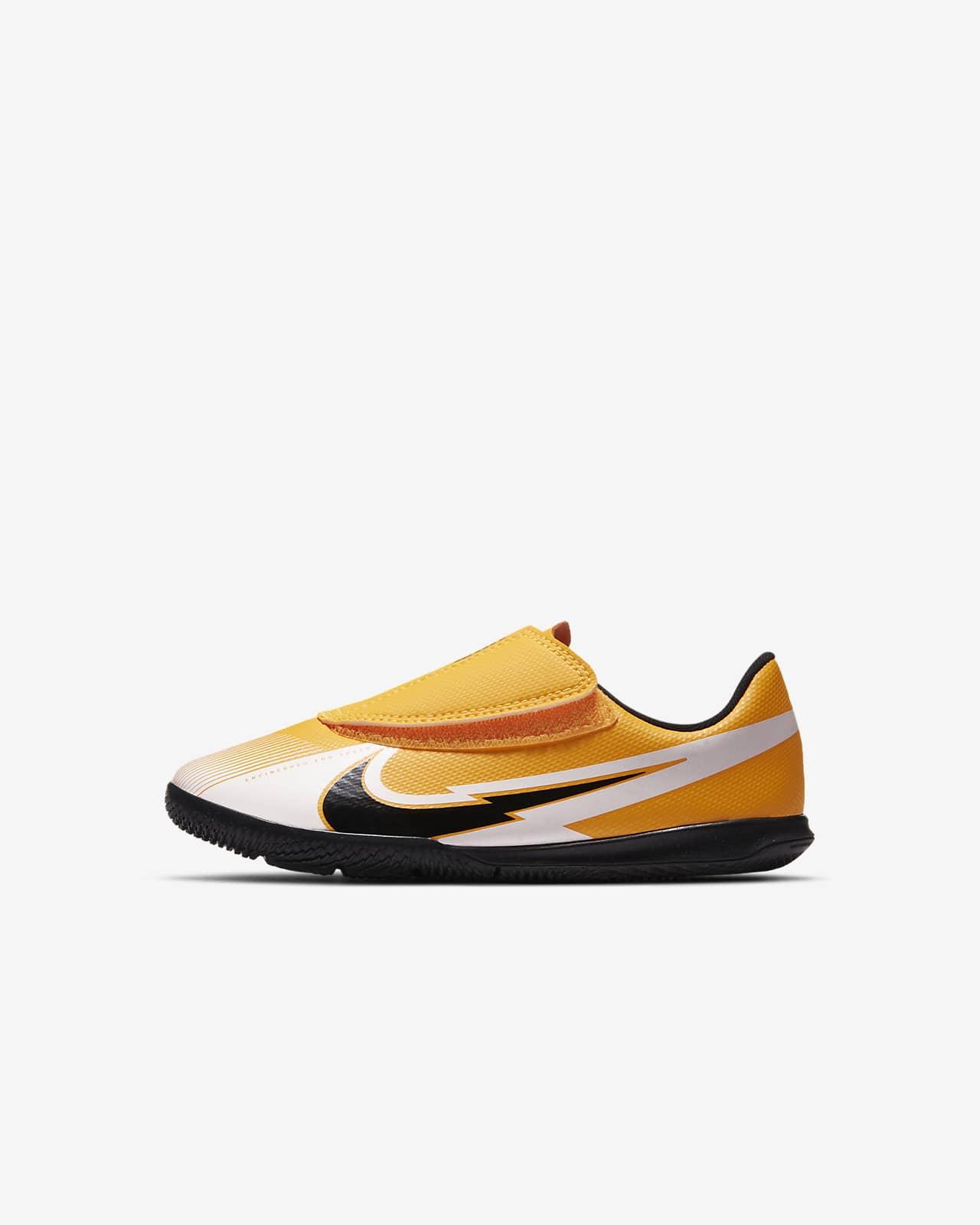 Nike Jr. Mercurial Vapor 13 Club IC Fußballschuh für Hallen- und Hartplätze für Kleinkinder/jüngere Kinder