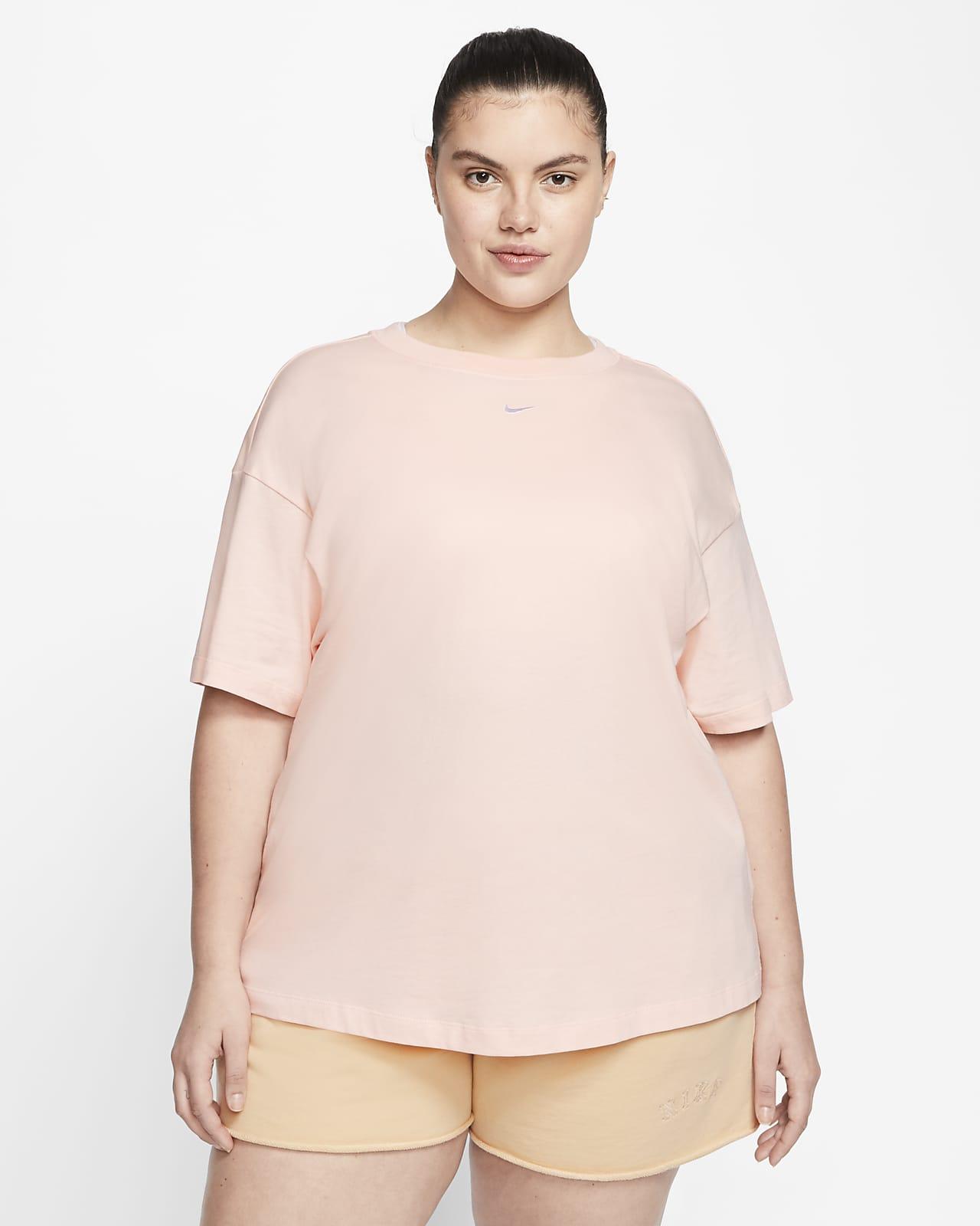 Damska koszulka z krótkim rękawem Nike Sportswear Essential (duże rozmiary)