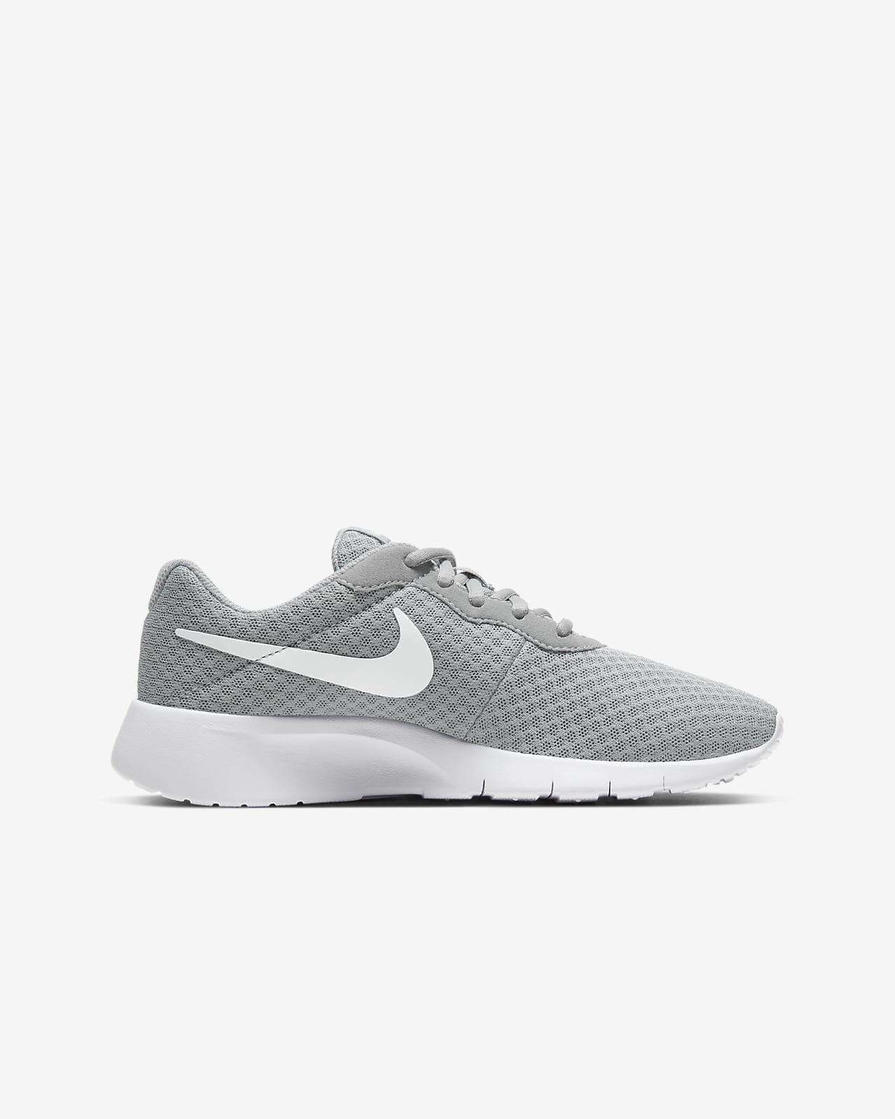 Nike Tanjun Older Kids' Shoe. Nike CH