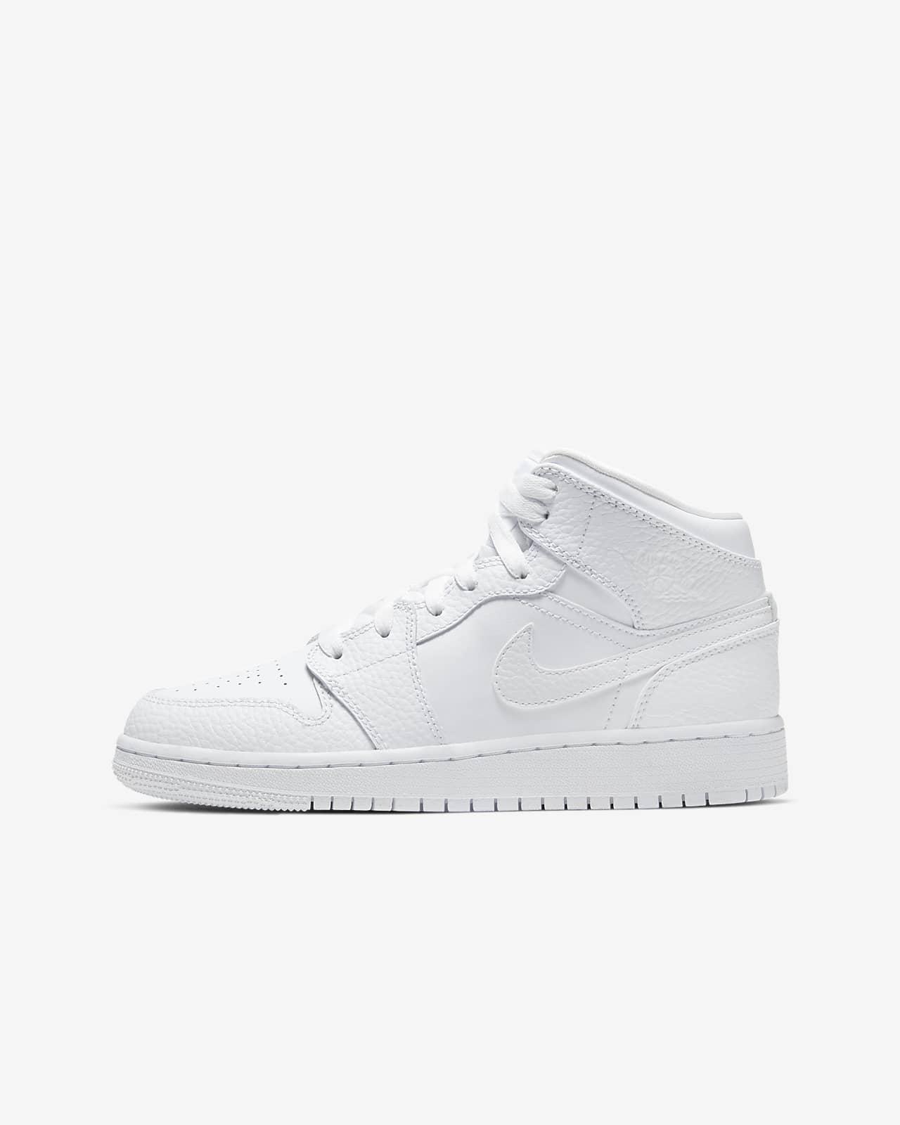 Air Jordan 1 Mid Older Kids' Shoe. Nike NO