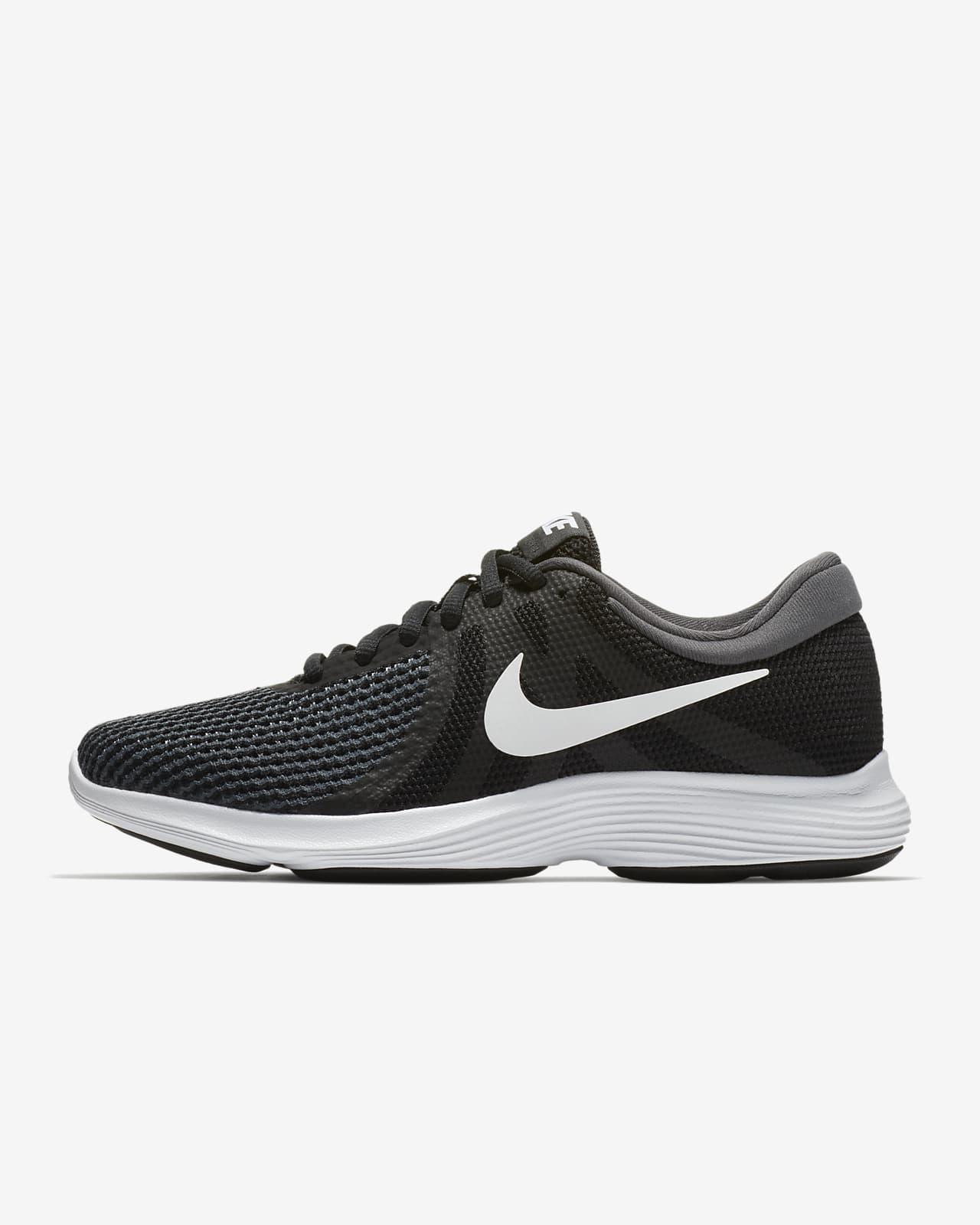 Nike Revolution 4 女款跑鞋。Nike TW