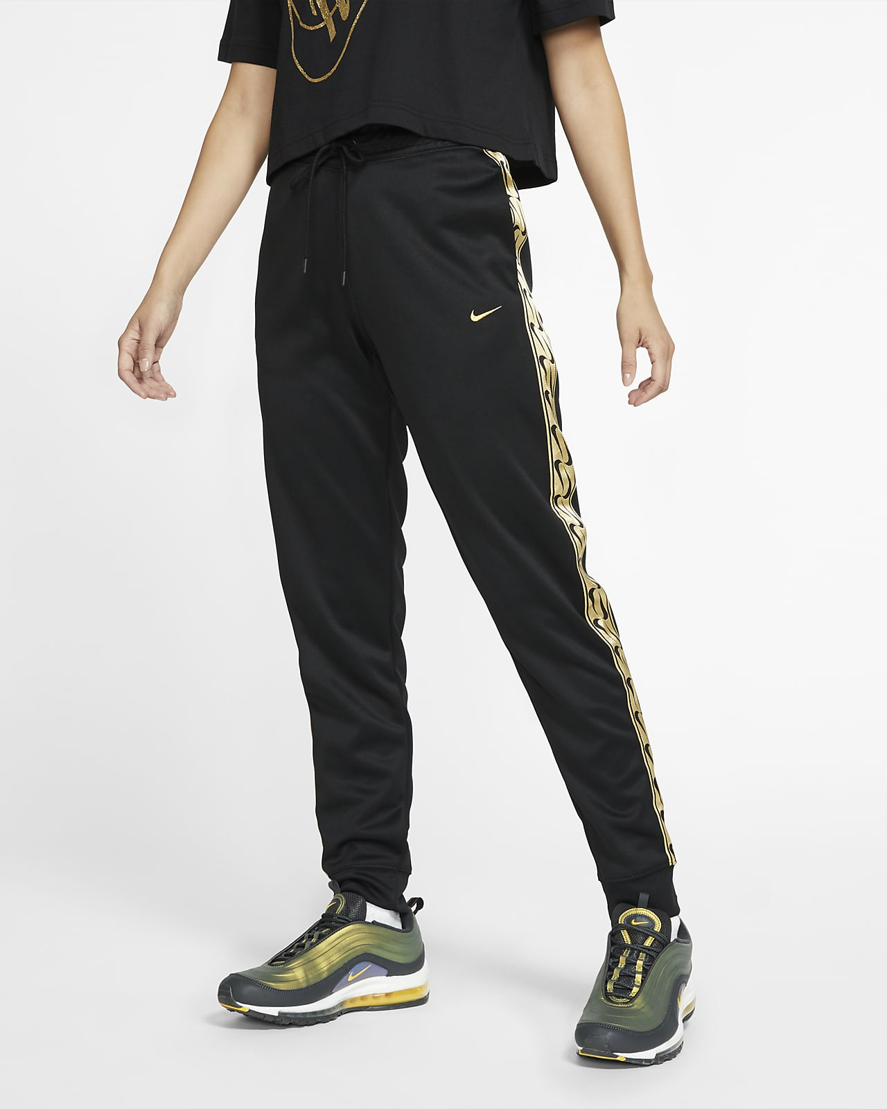 Joggers vs Sweatpants: How They Compare and How to Wear Them