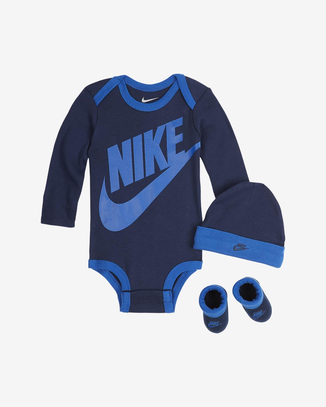 Nike Set aus Bodysuit, Mütze und Schühchen für Babys