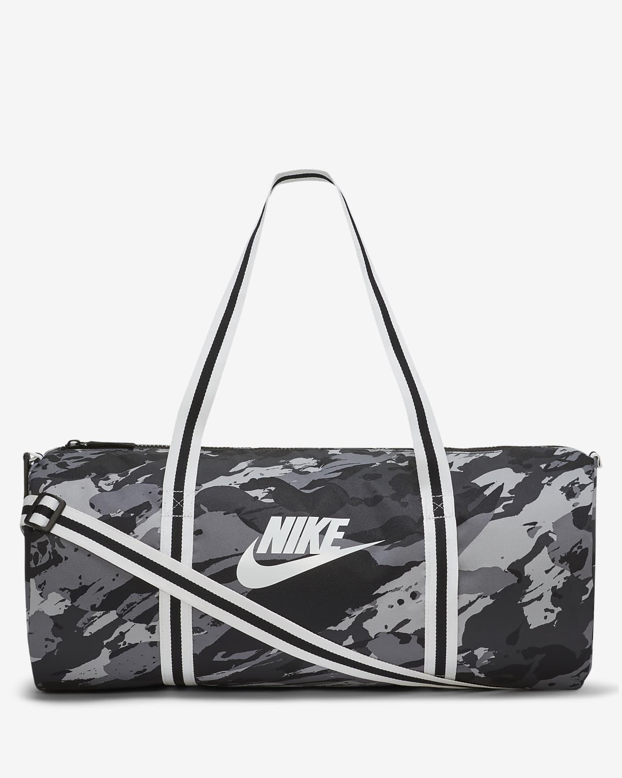 กระเป๋า Duffel พิมพ์ลาย Nike Heritage