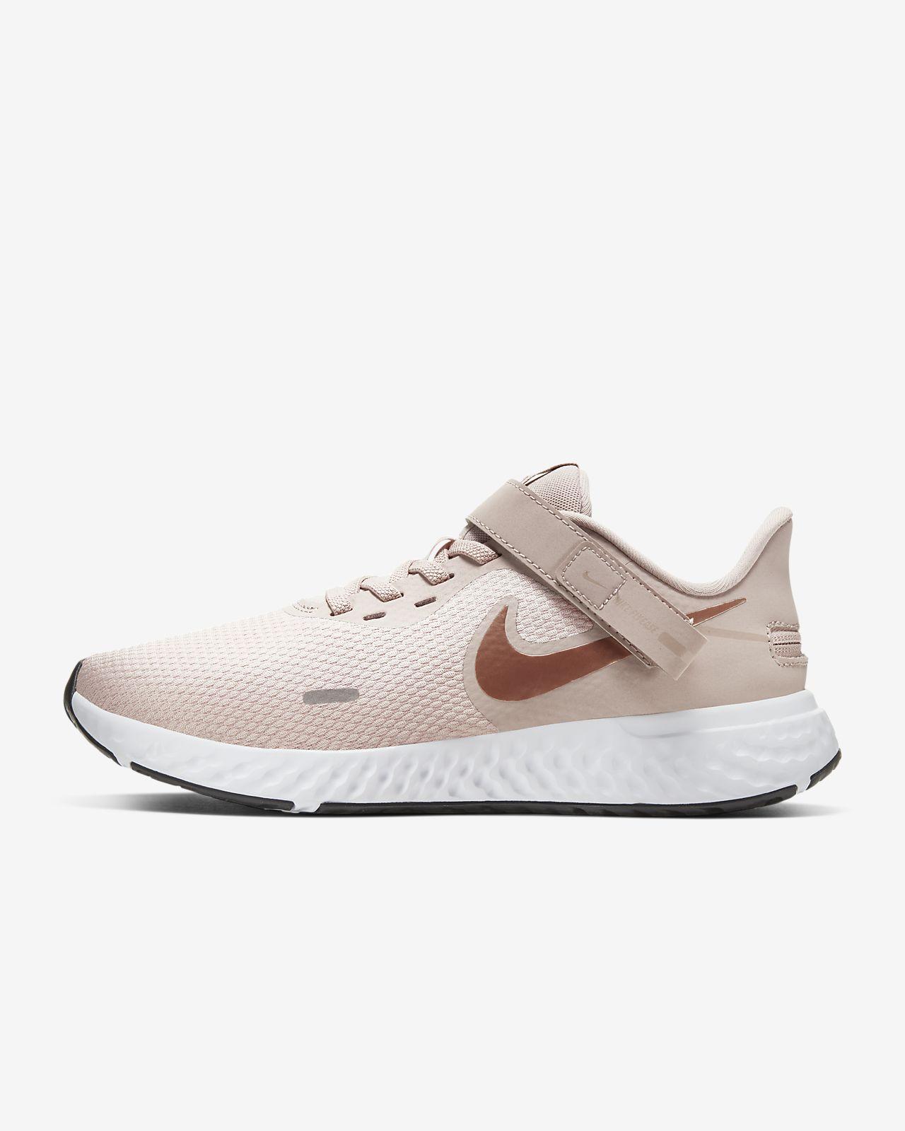 Nike Revolution 5 FlyEase női futócipő