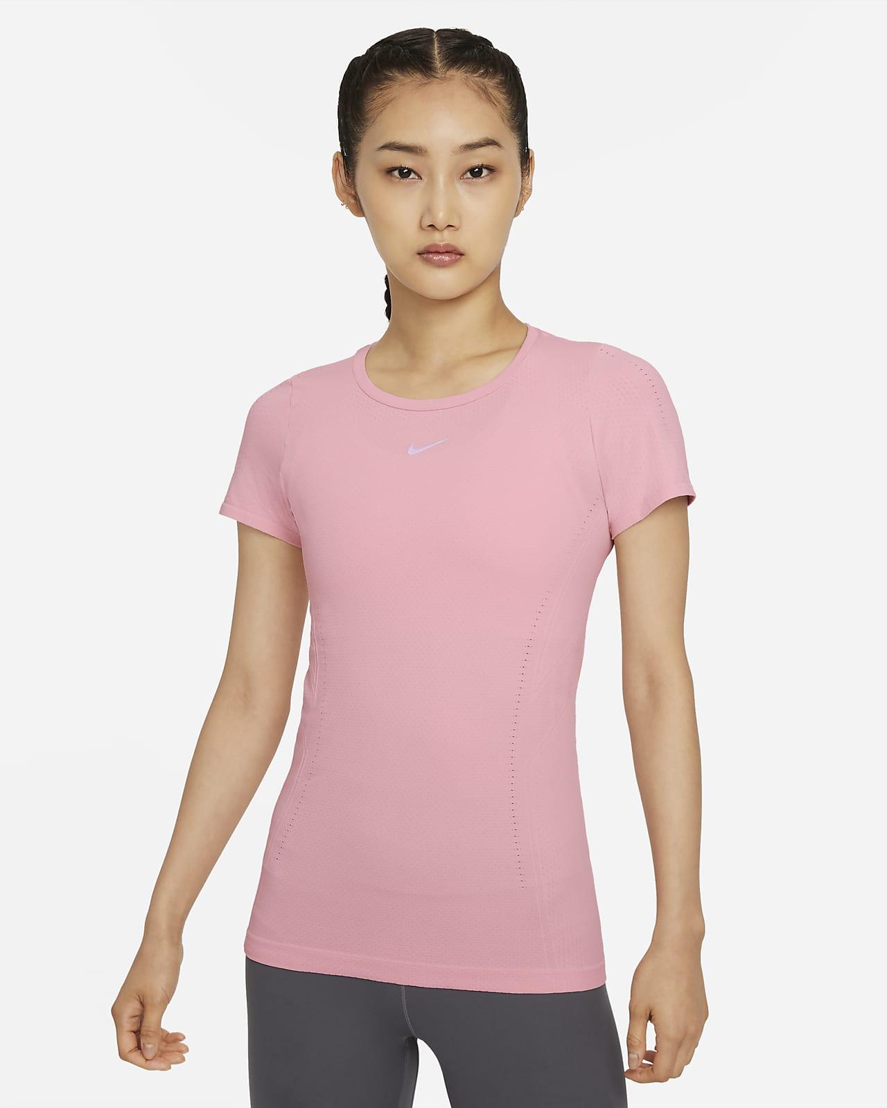 เสื้อแขนสั้นทรงเข้ารูปผู้หญิง Nike Dri-FIT ADV Aura