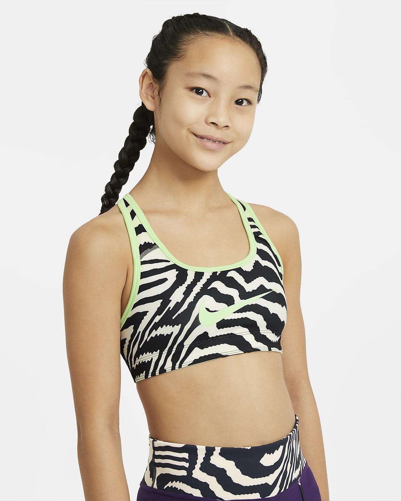 Εμπριμέ αθλητικός στηθόδεσμος διπλής όψης Nike Swoosh για μεγάλα κορίτσια