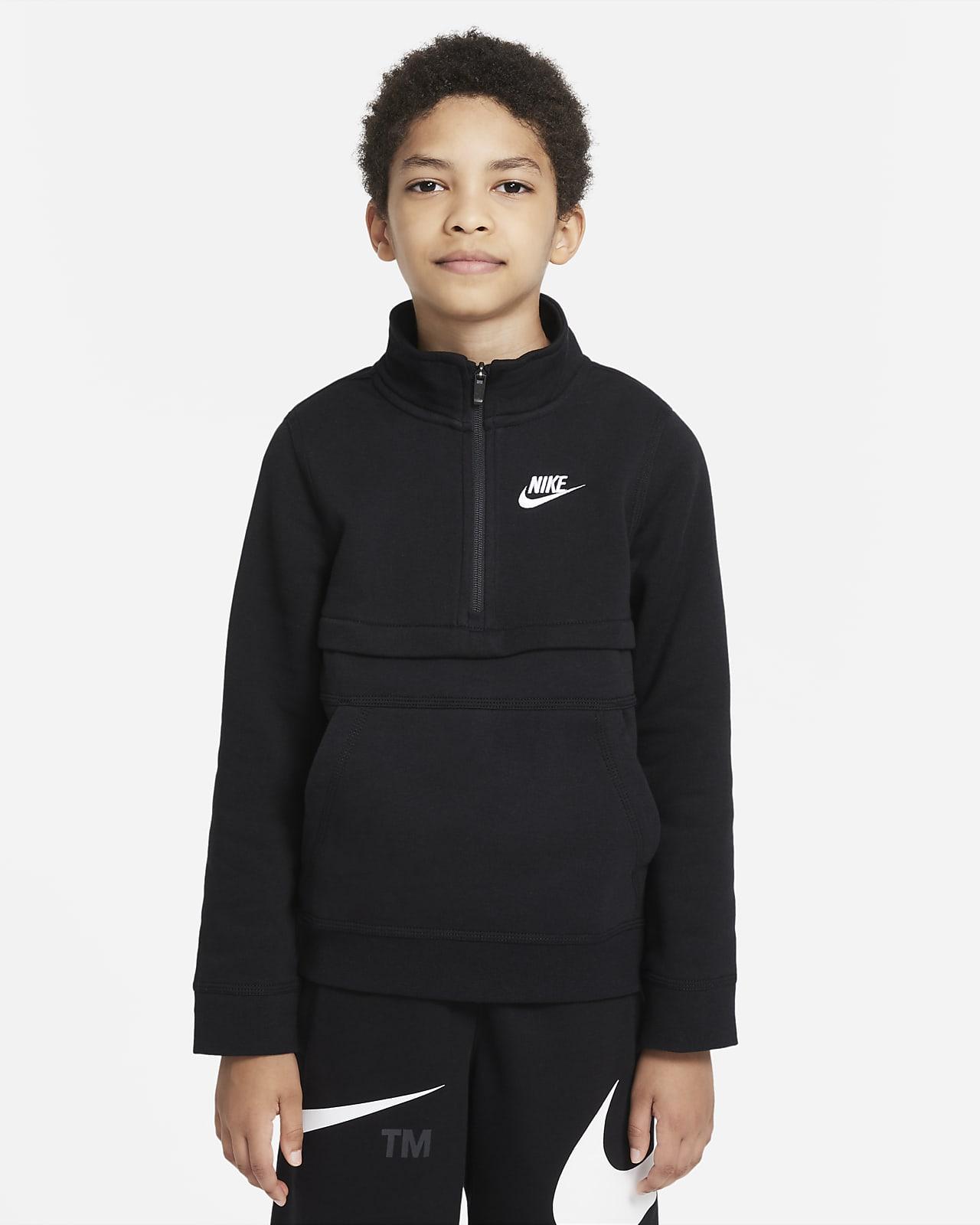 Nike Sportswear Club-overdel med 1/2 lynlås til større børn (drenge)