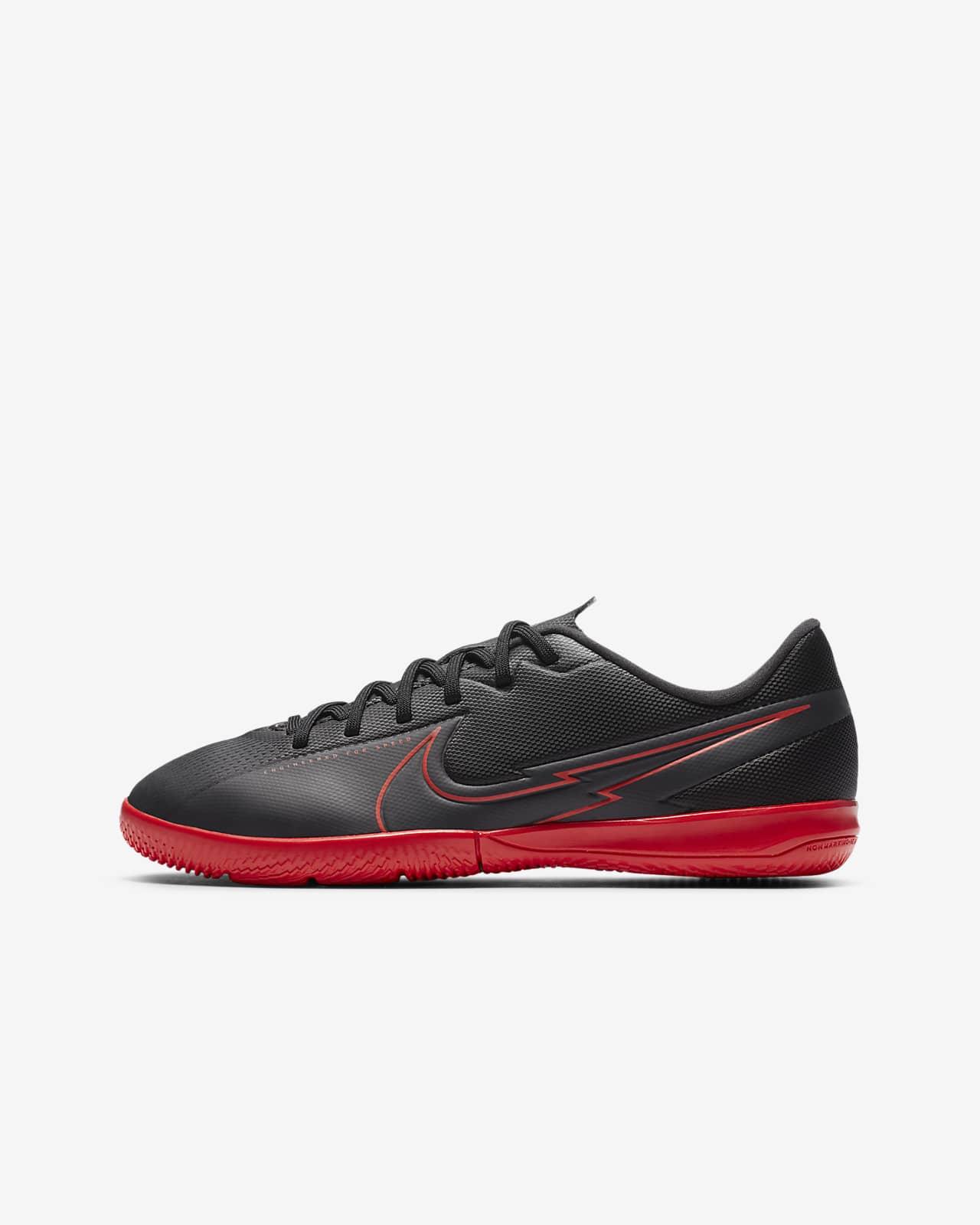 Nike Jr. Mercurial Vapor 13 Academy IC-fodboldsko til små/store børn (indendørs)