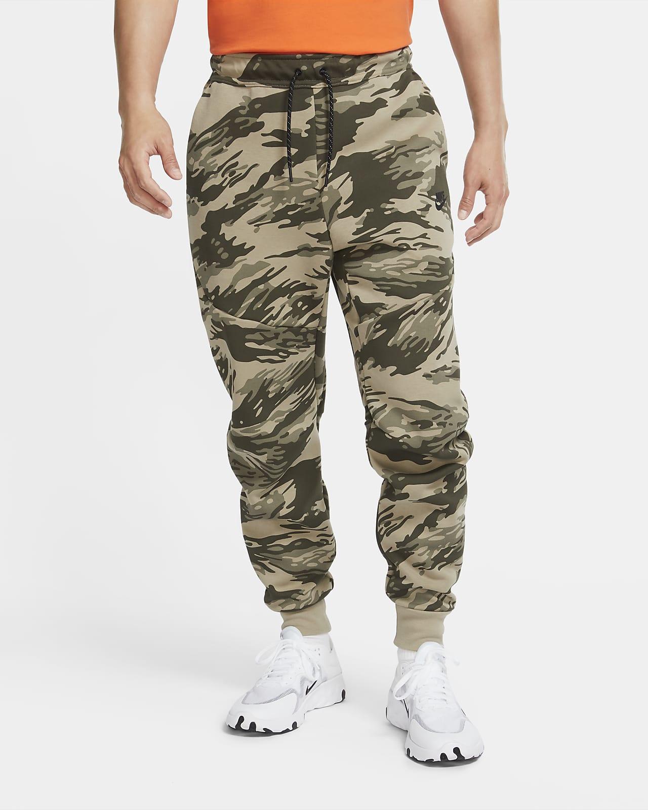Ανδρικό εμπριμέ παντελόνι φόρμας με μοτίβο παραλλαγής Nike Tech Fleece