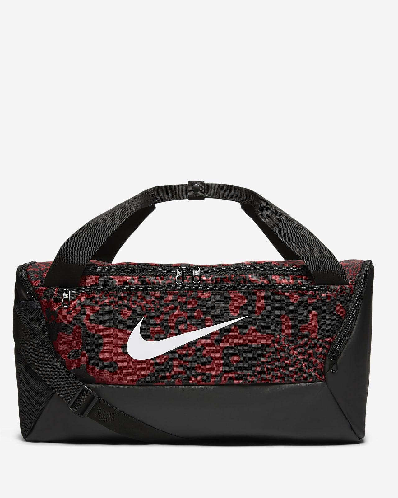 กระเป๋า Duffel เทรนนิ่งพิมพ์ลาย Nike Brasilia (ขนาดเล็ก)