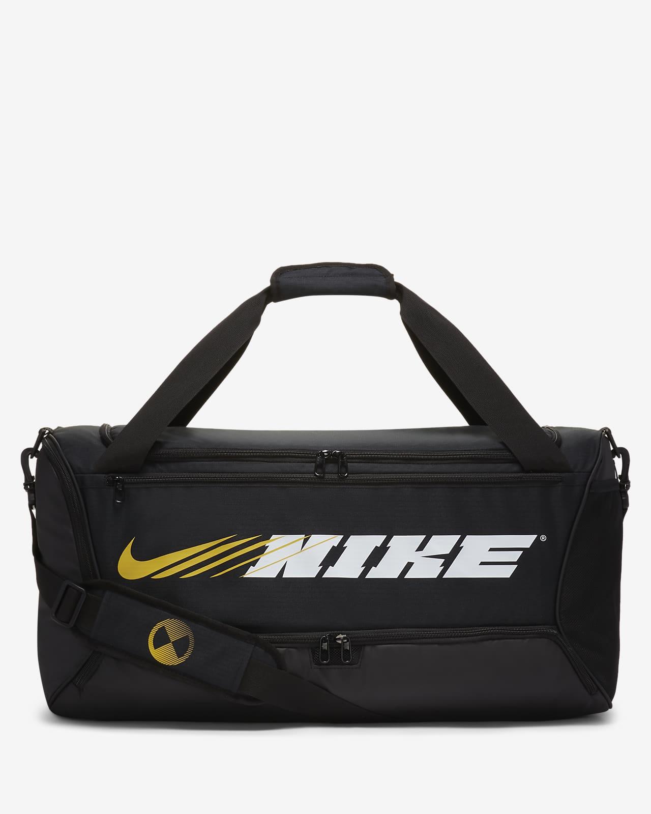กระเป๋า Duffel เทรนนิ่งมีกราฟิก Nike Brasilia (ขนาดกลาง)